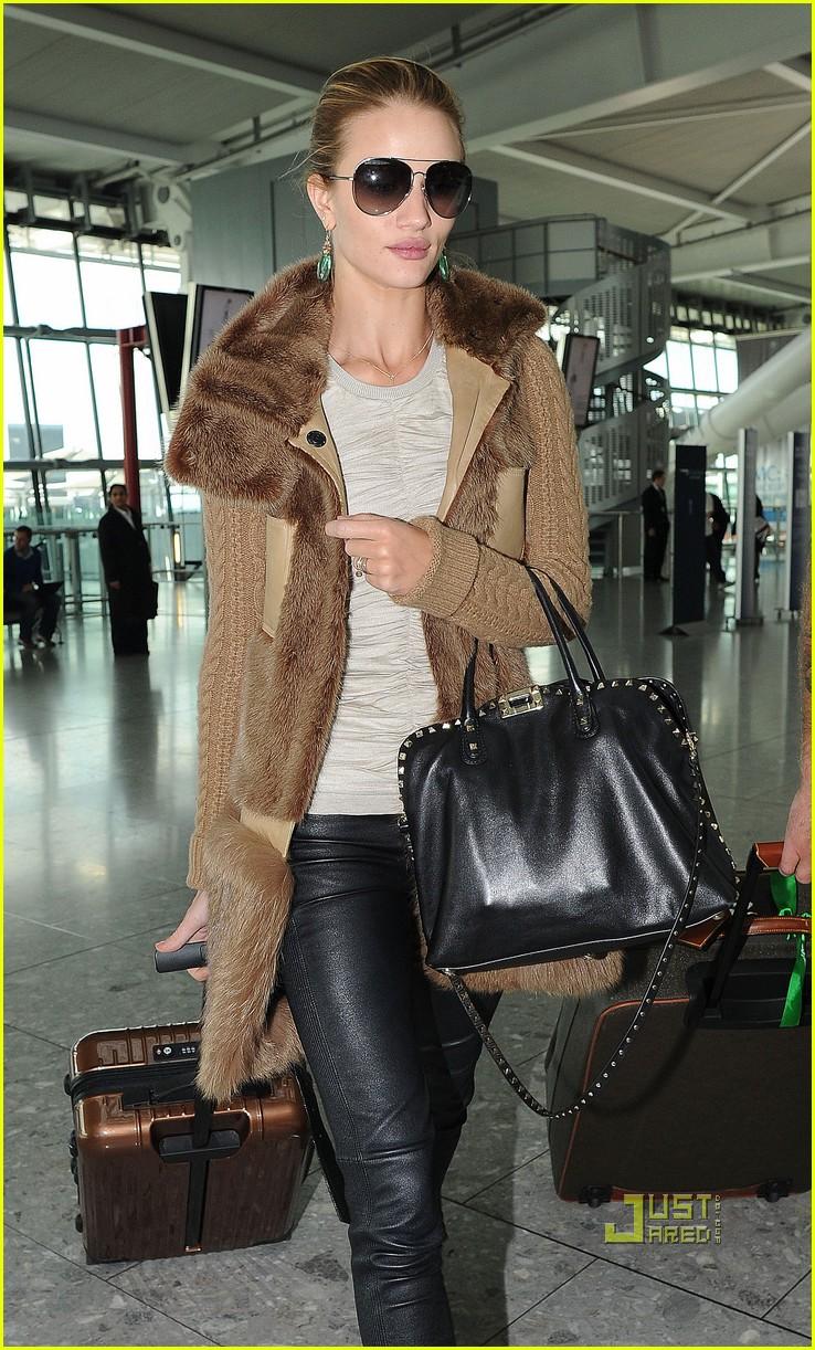 rosie huntington whiteley heathrow airport 05