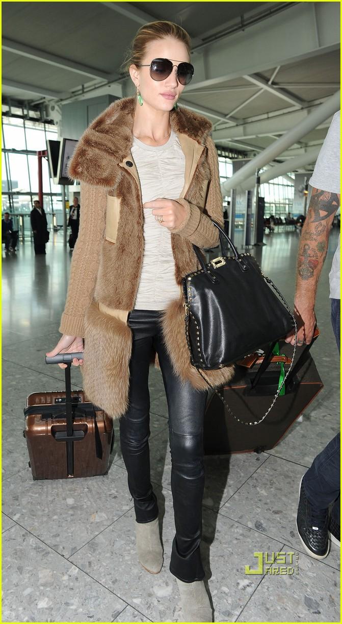 rosie huntington whiteley heathrow airport 07