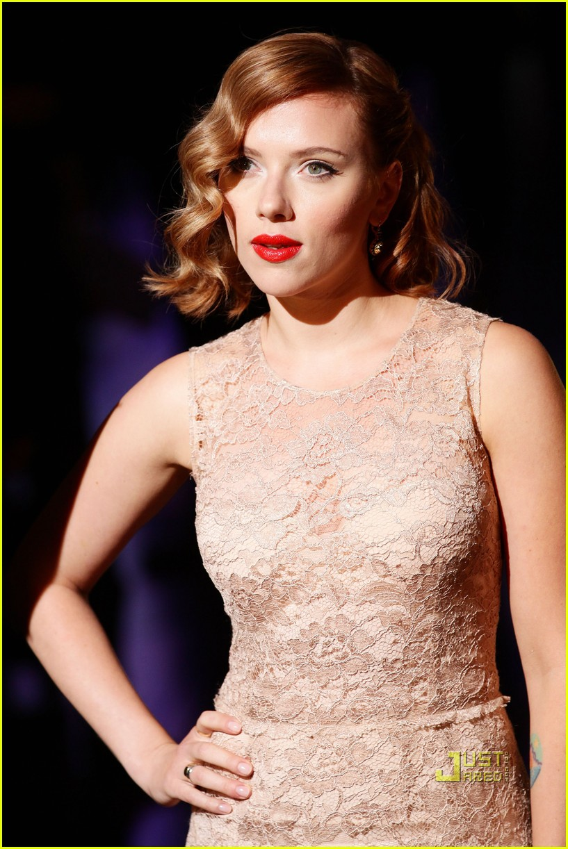scarlett johansson dolce and gabbana milan fashion week 01