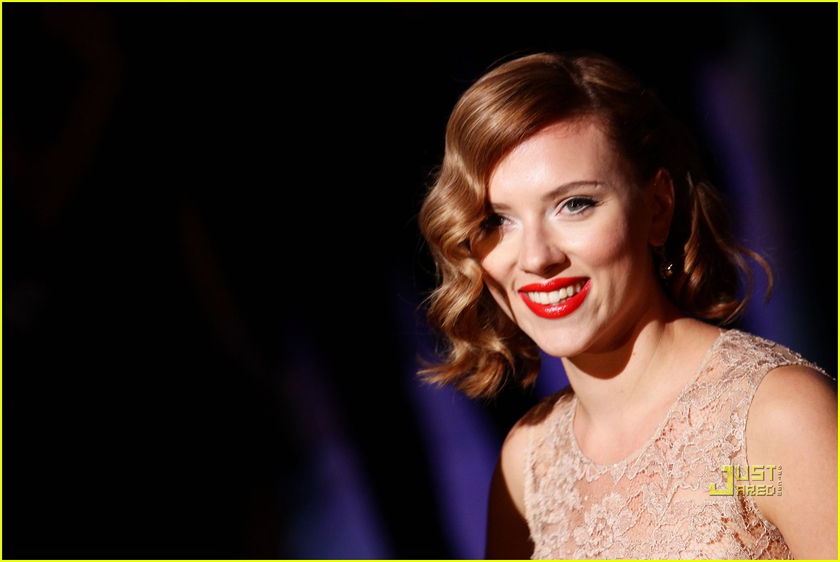 scarlett johansson dolce and gabbana milan fashion week 04