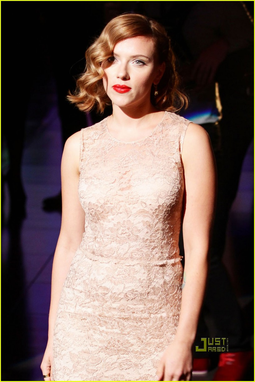 scarlett johansson dolce and gabbana milan fashion week 10