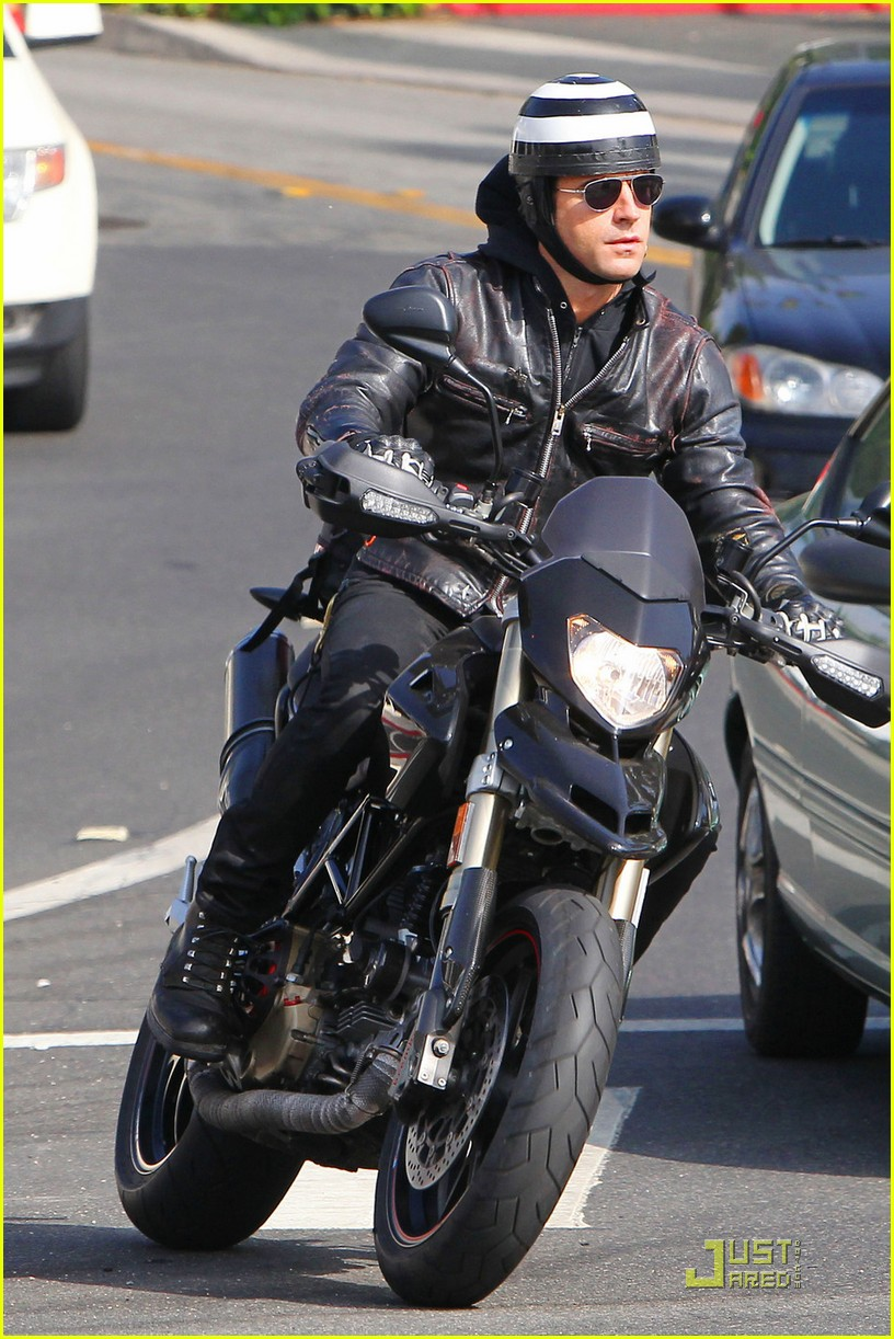 justin theroux motorcycle man 05