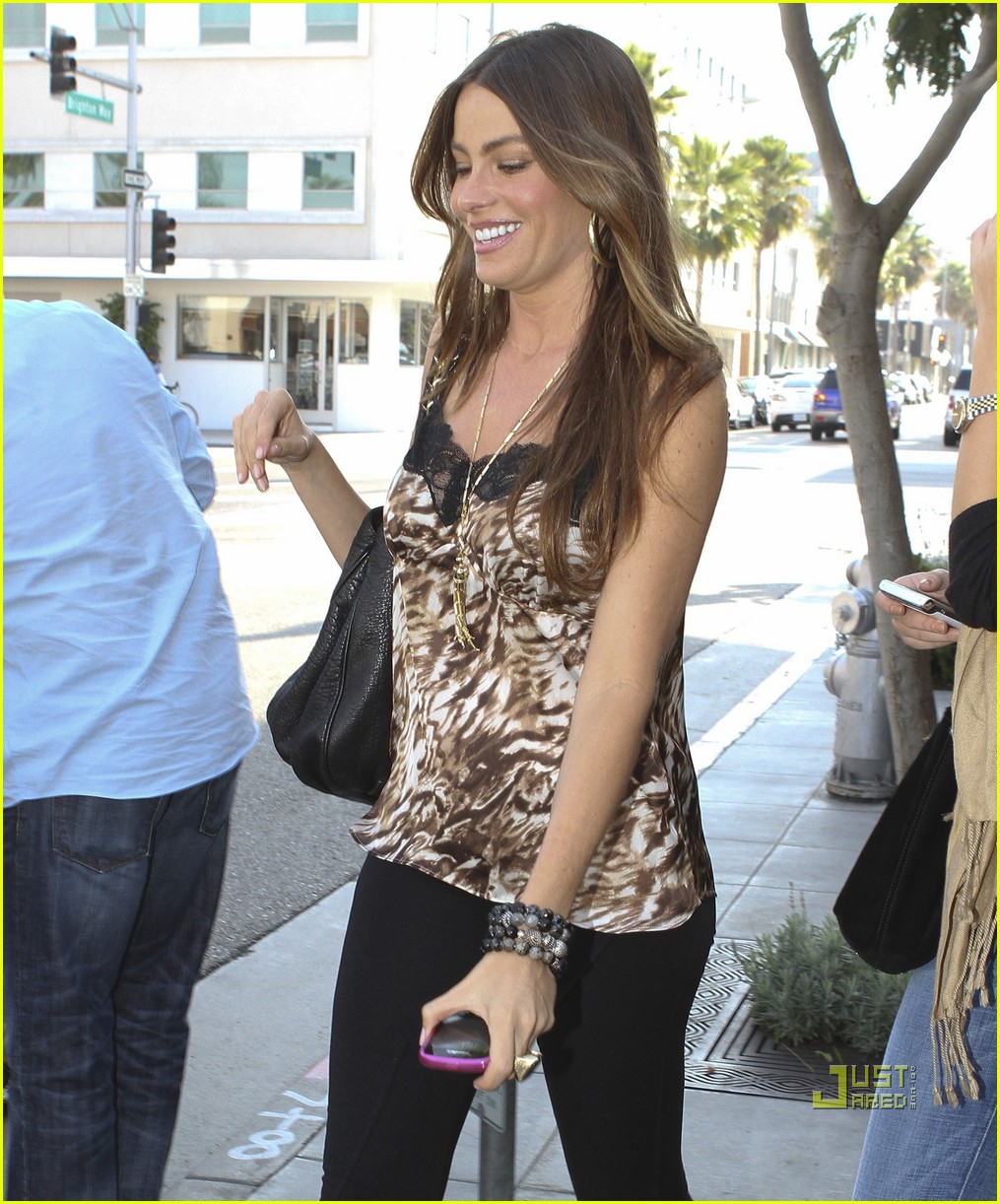 sofia vergara out to lunch 08
