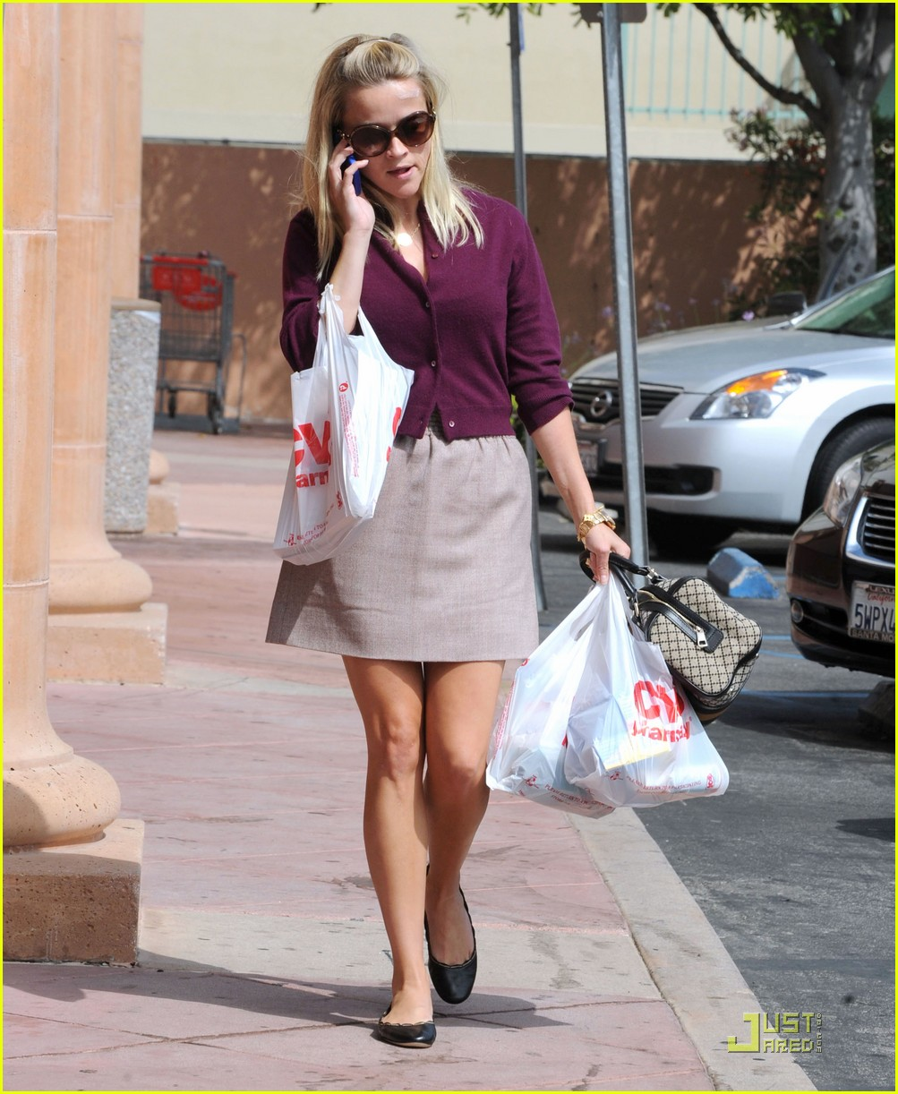 reese witherspoon cvs run 02