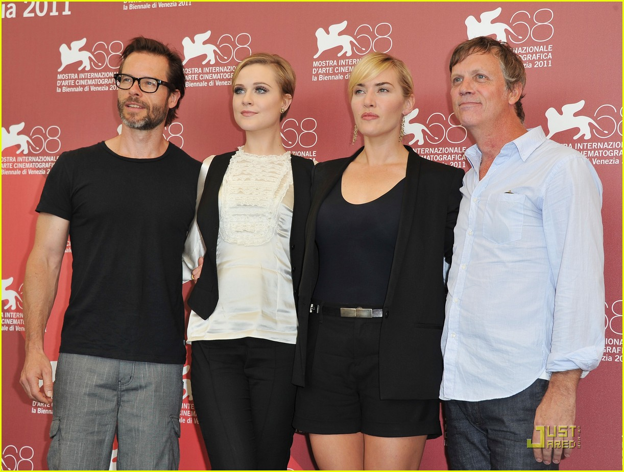 kate winslet evan rachel wood midlred pierce photo call venice 16