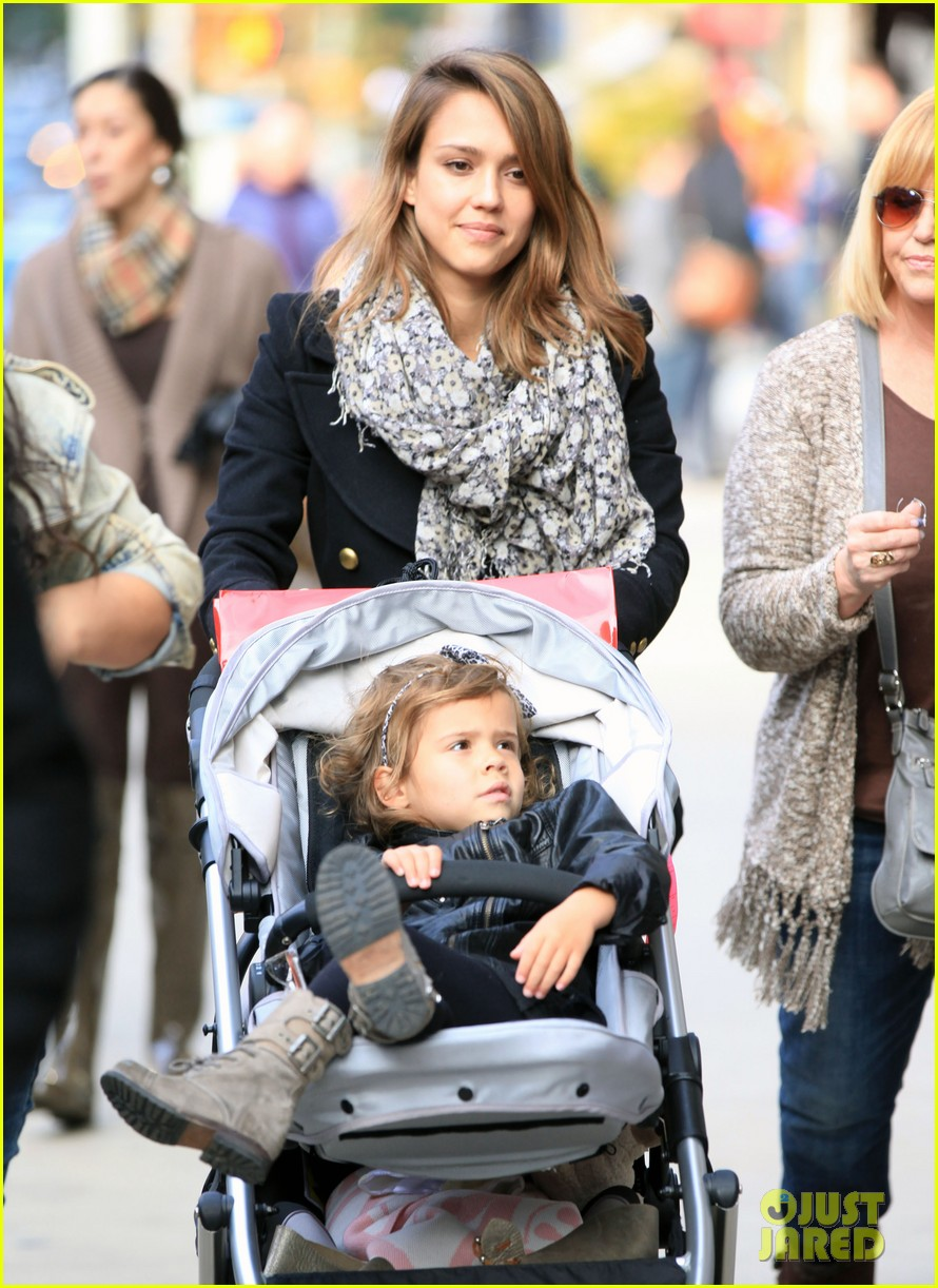 Full Sized Photo Of Jessica Alba Out Nyc Family 04 Photo 2592999 Just Jared
