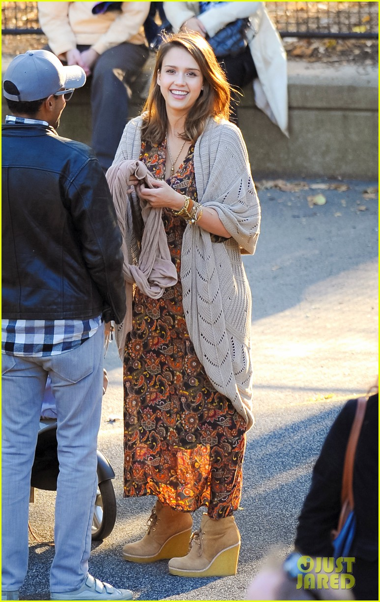 jessica alba central park with the family 172592627