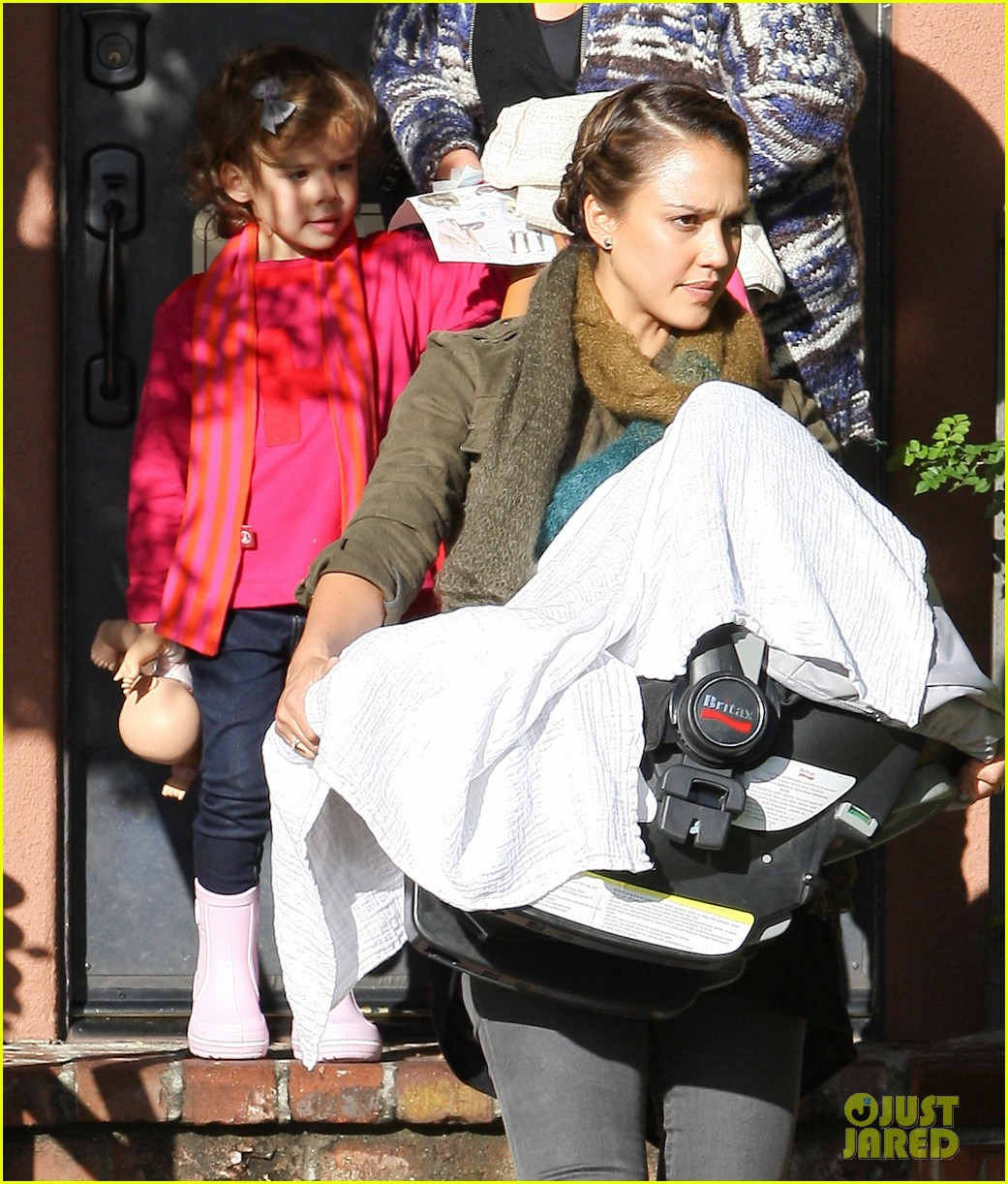 jessica alba debuts baby haven 03