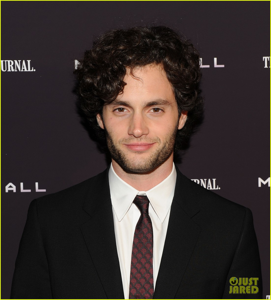 penn badgley zoe kravitz premiere 05