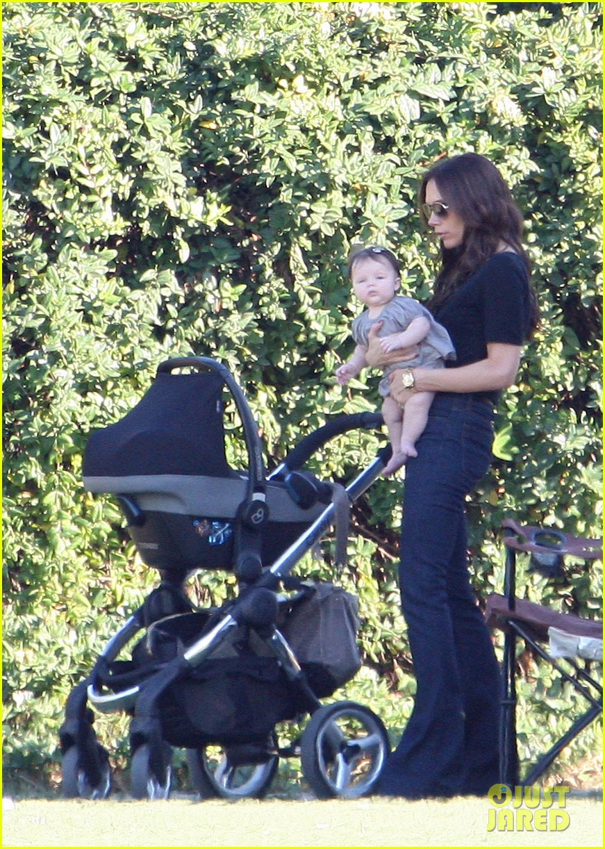 victoria beckham takes a break with harper 01