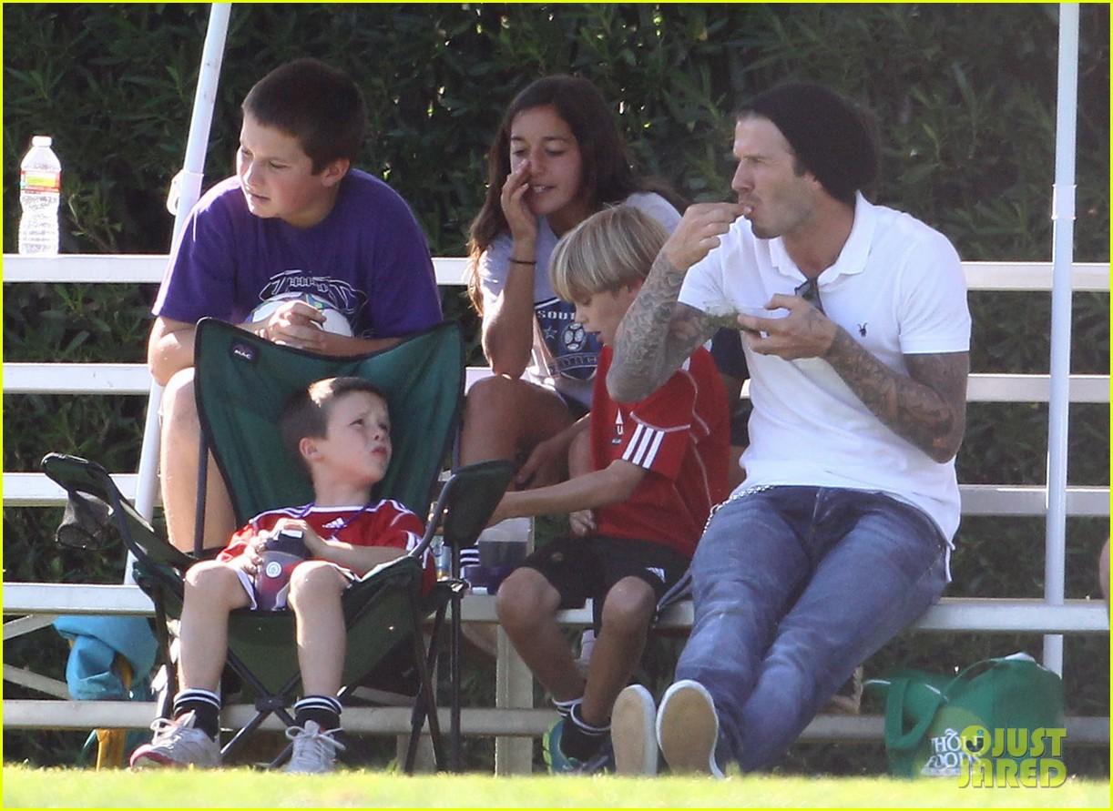 david beckham watches kids soccer 02 David Beckham