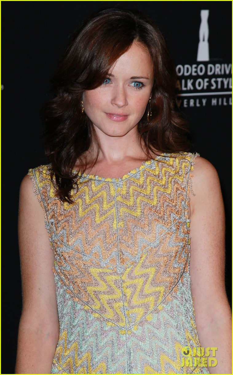 alexis bledel rodeo drive walk of style awards 2011 01