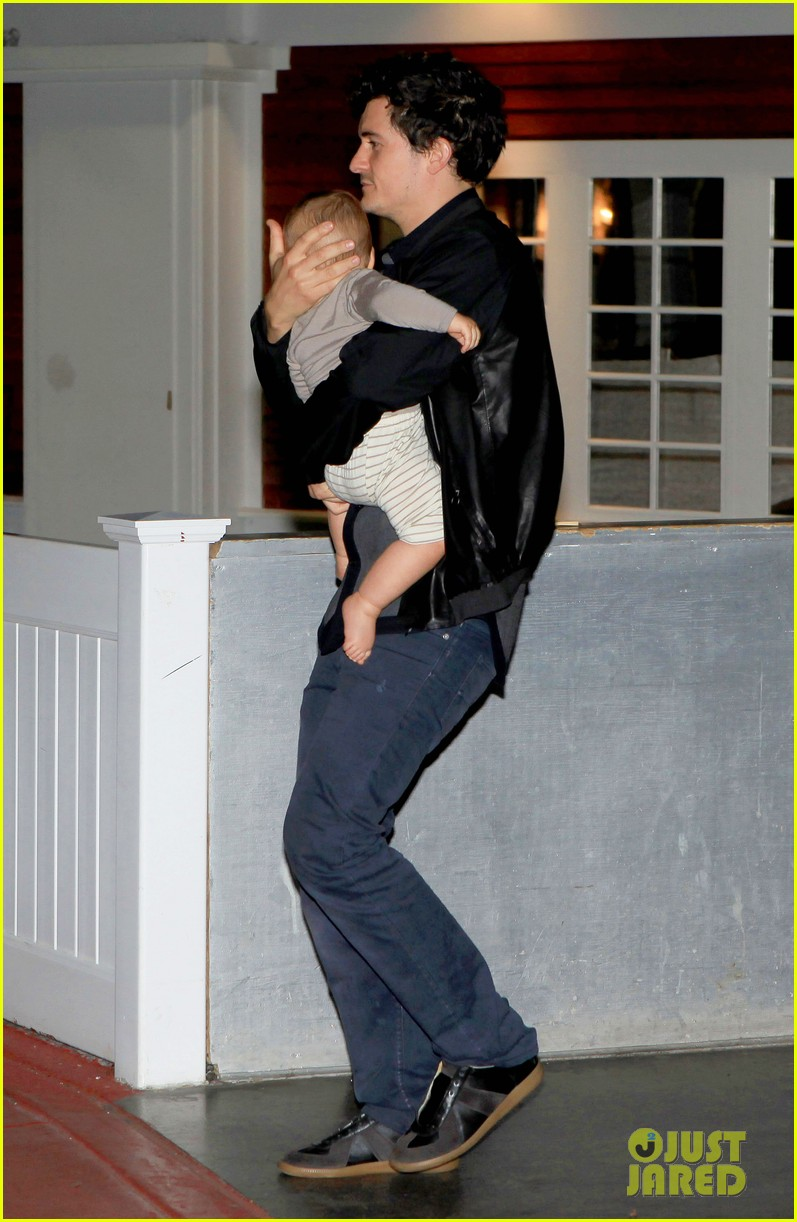 orlando bloom on the run with baby flynn 04