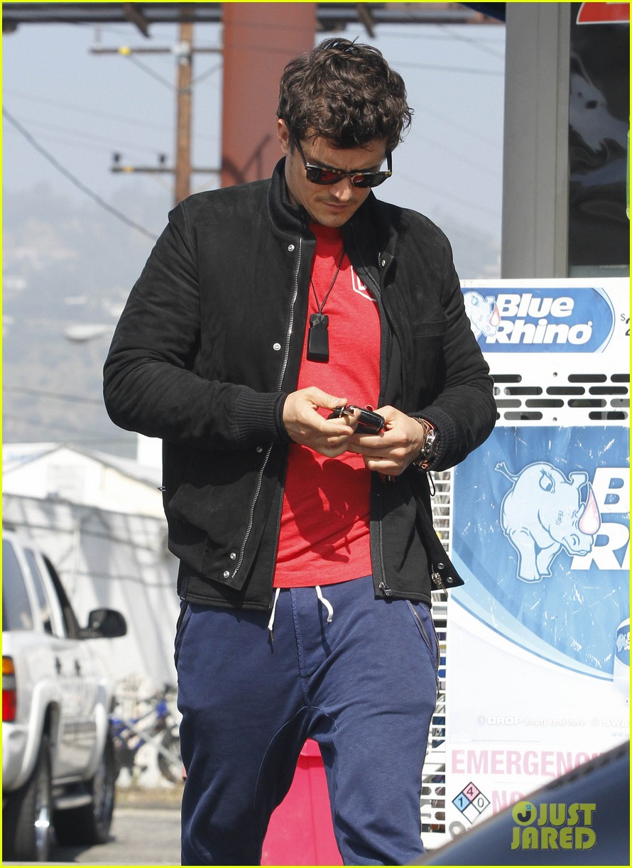 orlando bloom answers phone 03