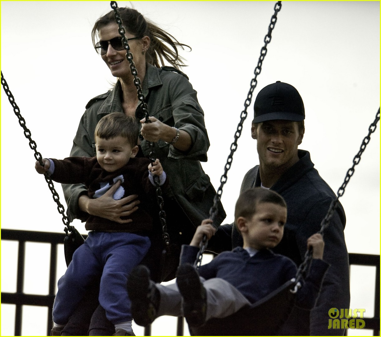 gisele bundchen swings family 01