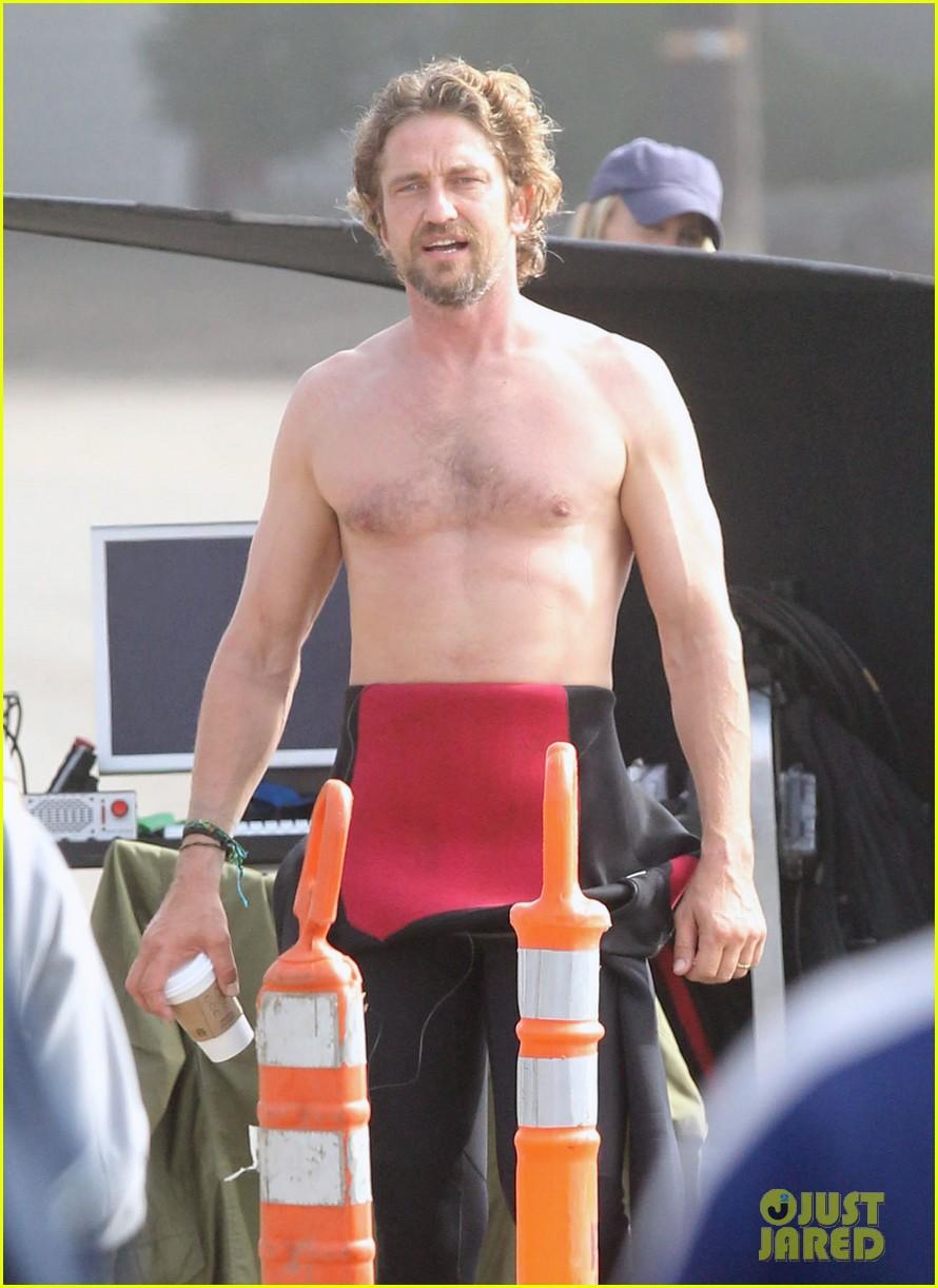 gerard butler shirtless wetsuit 052589182