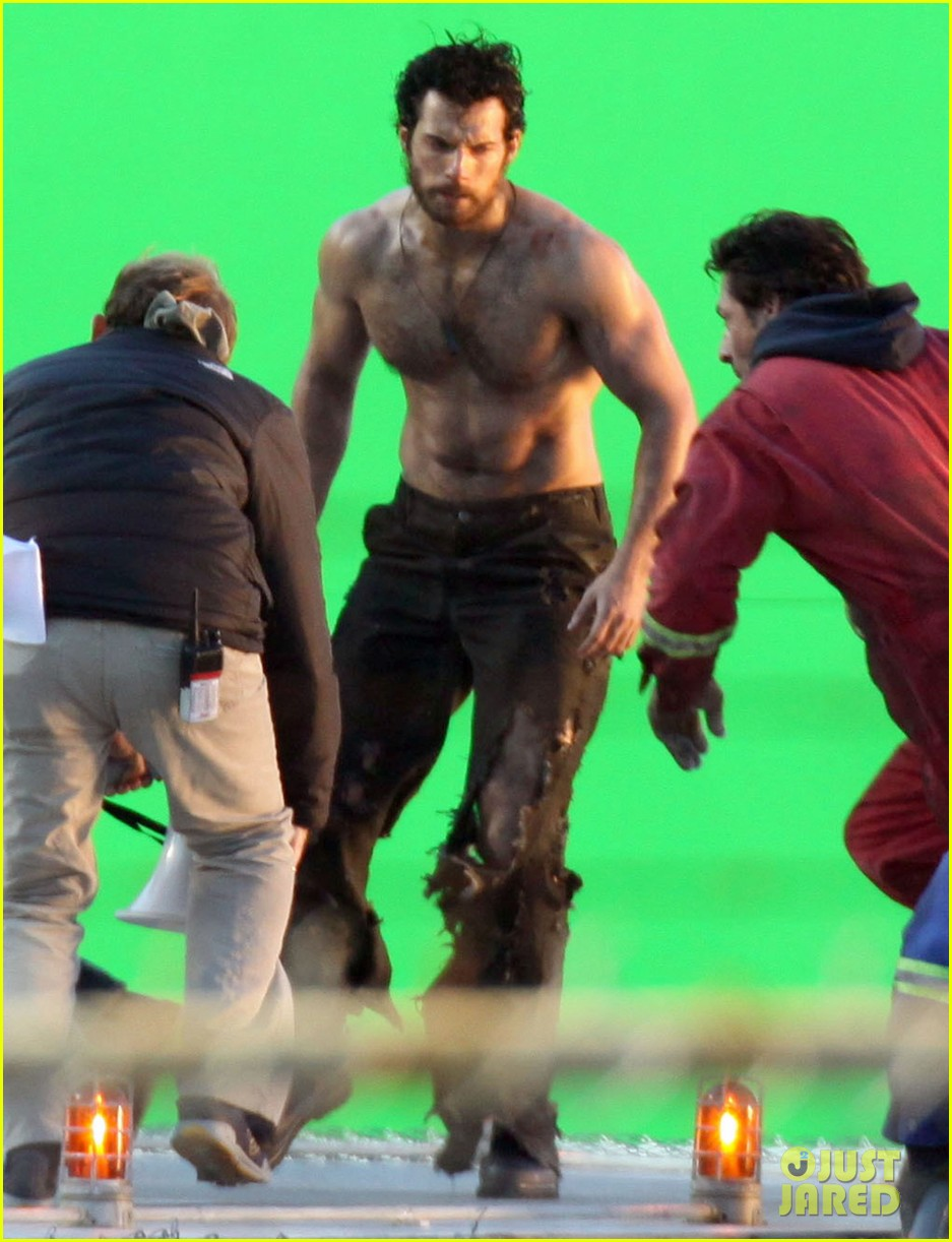 henry cavill shirtless greenscreen 10