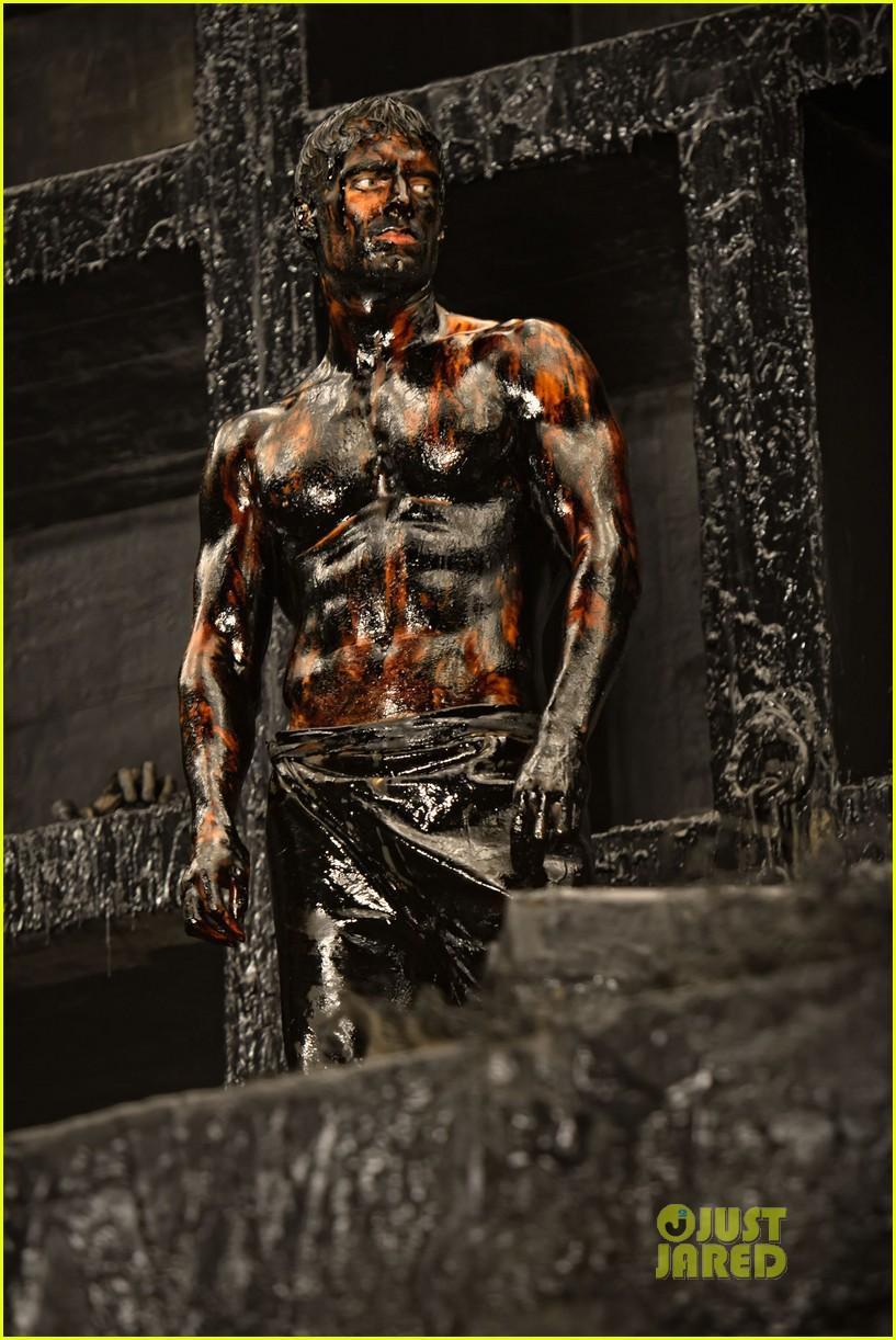 henry cavill shirtless immortals 02