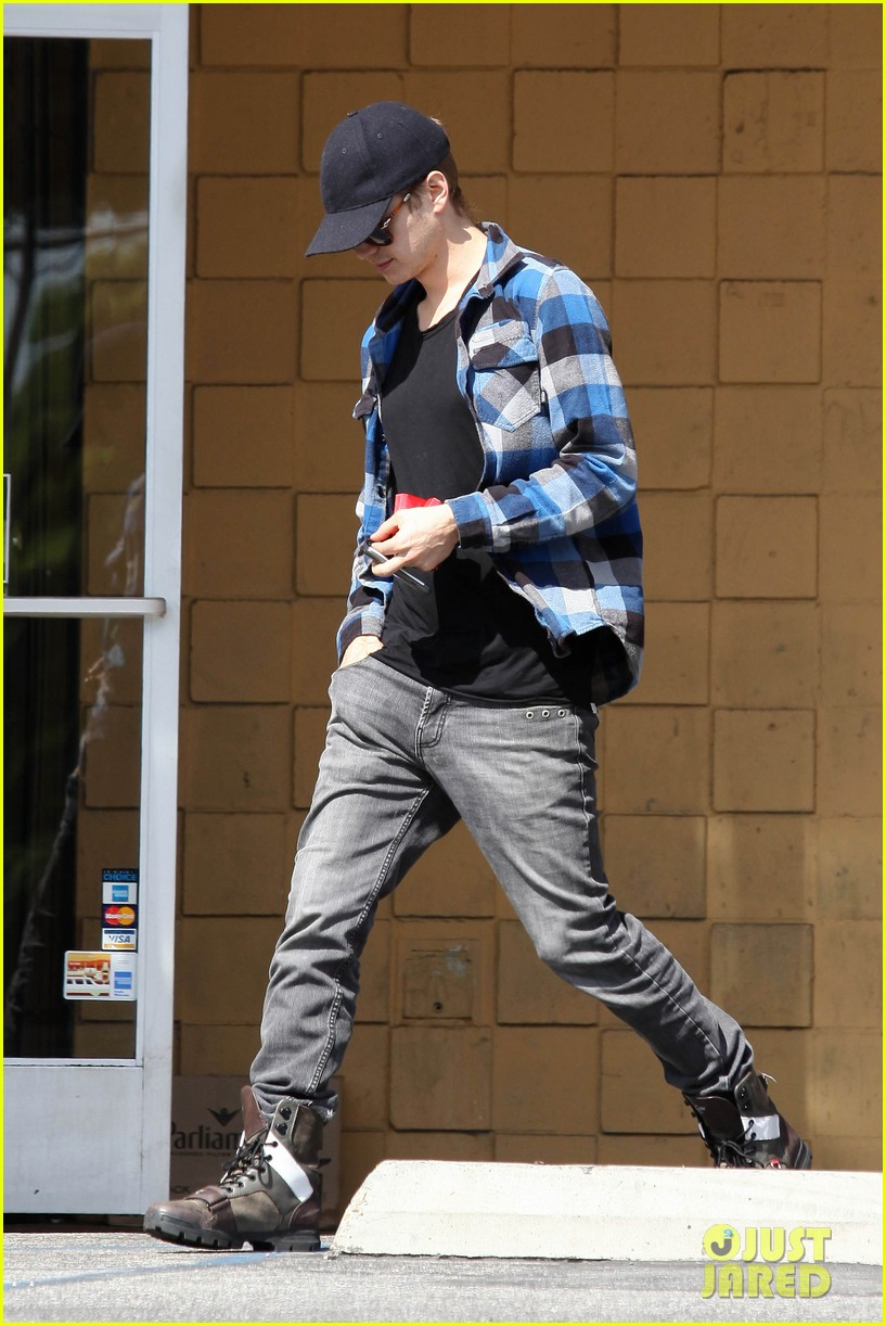 hayden christensen leaves store 03