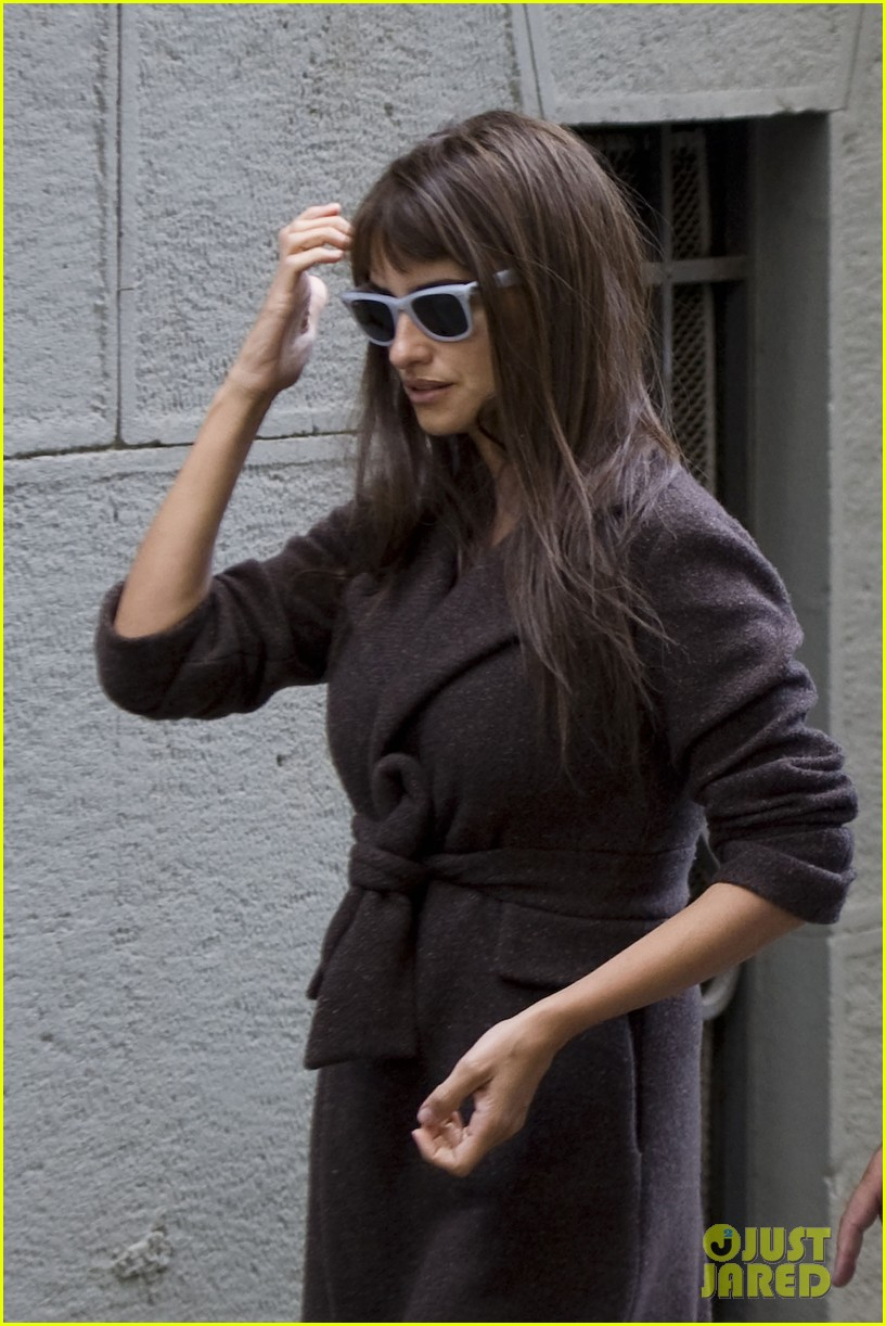 penelope cruz on set 08