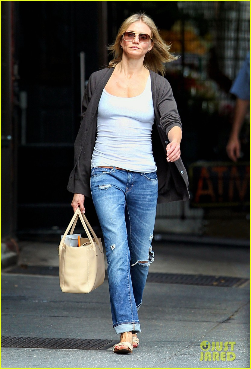 cameron diaz steps out after split 01