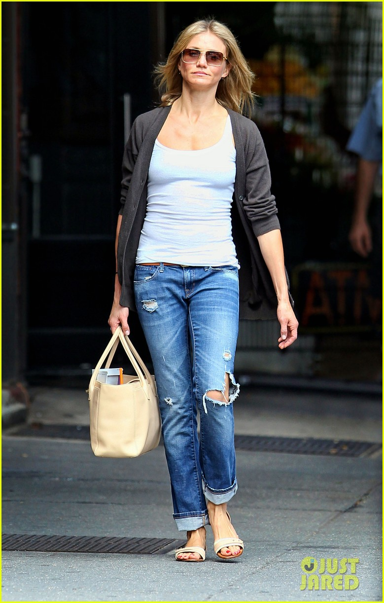 cameron diaz steps out after split 02