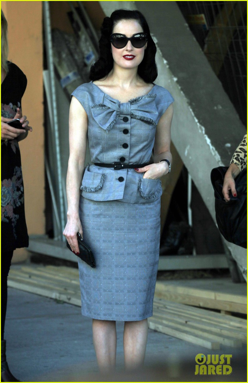 dita von teese grey dress milan 03