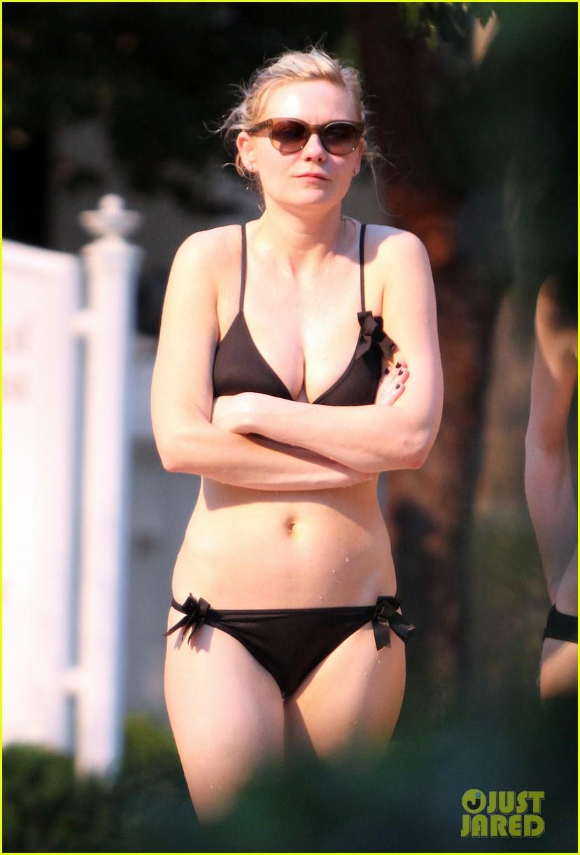 kirsten dunst black bikini 03