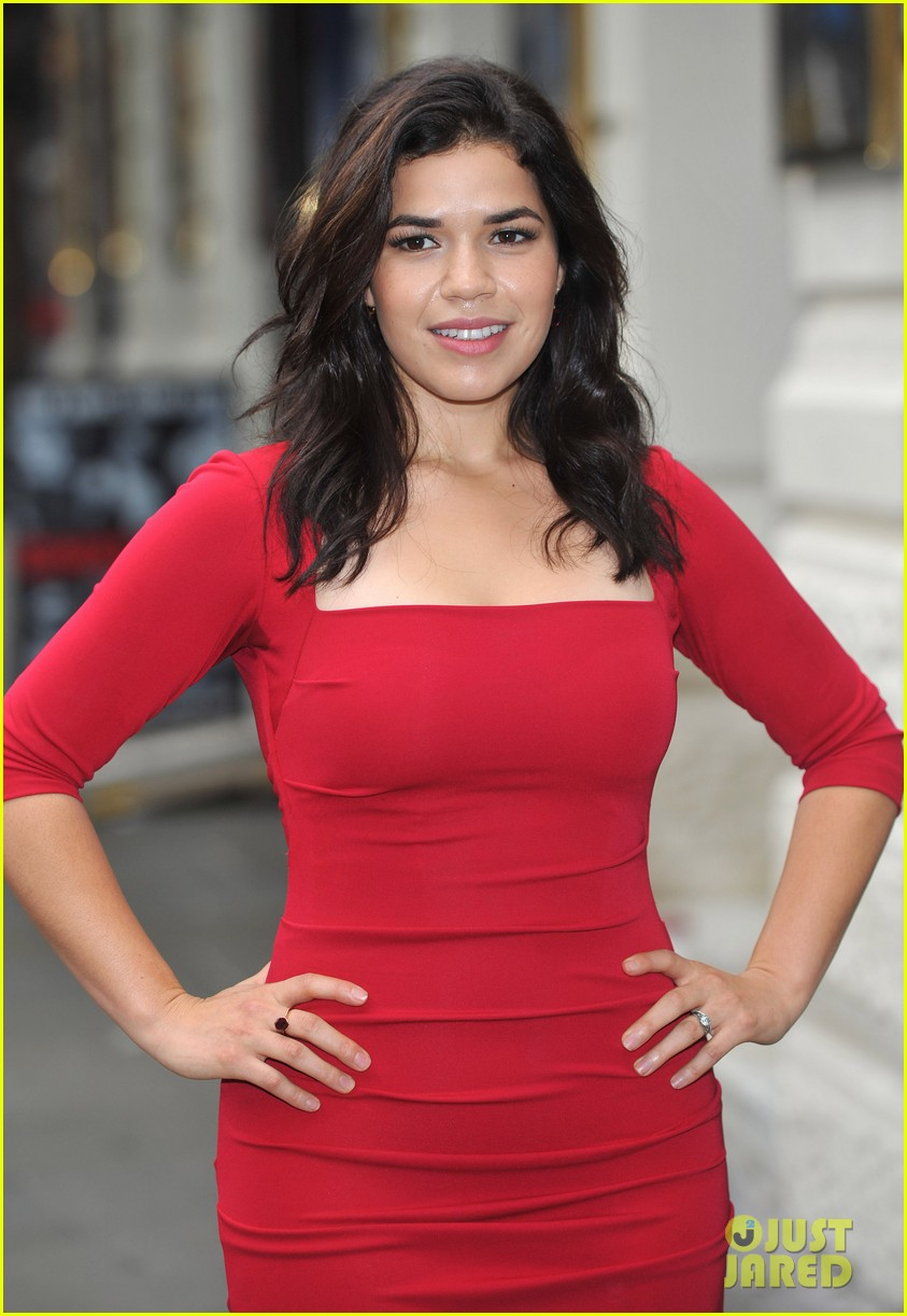 america ferrera chicago photo call 04