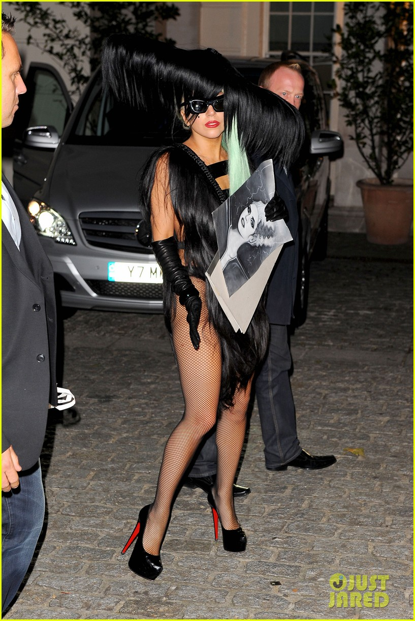 lady gaga hair outfit 01