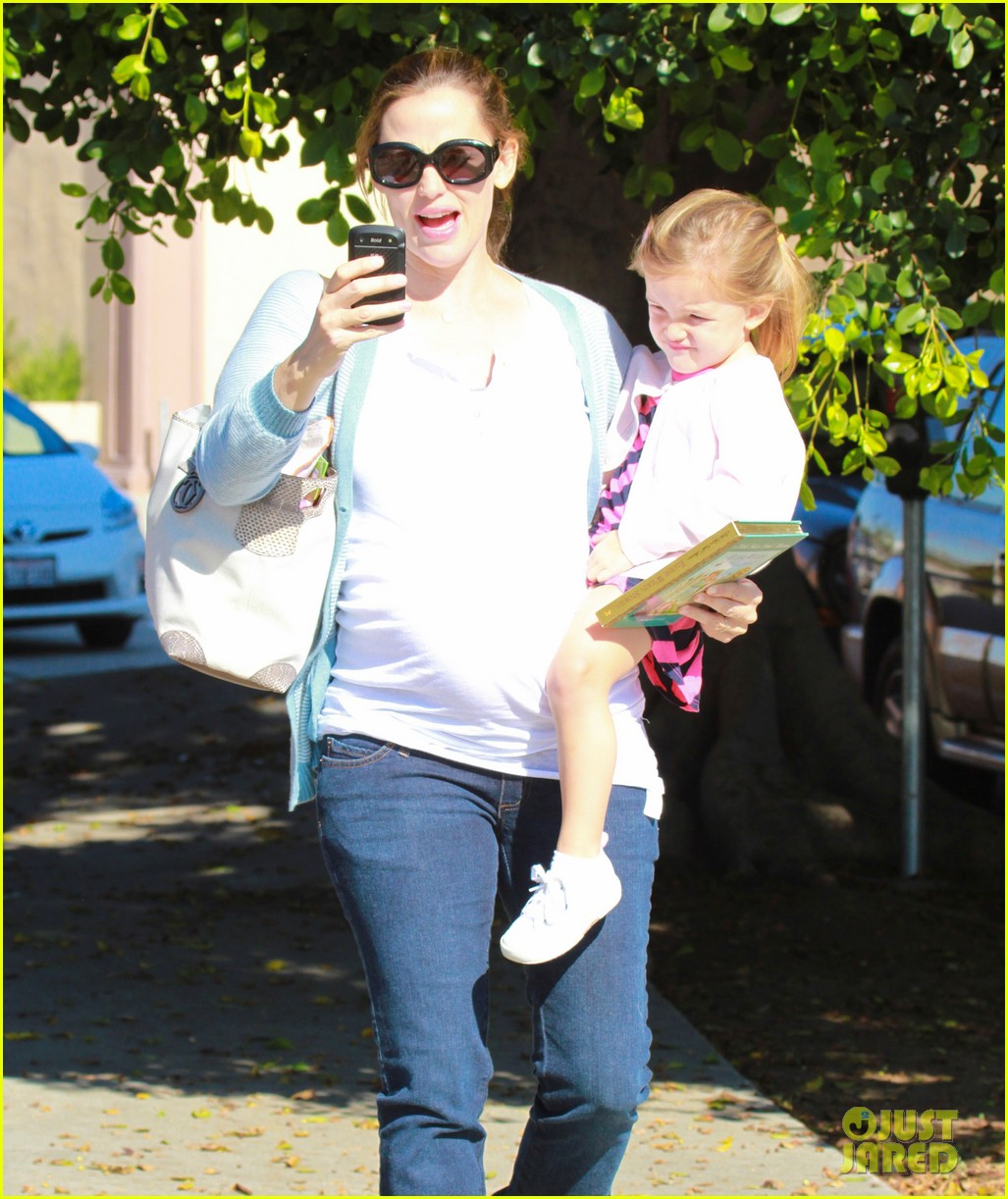jennifer garner brings the girls to ballet class 04