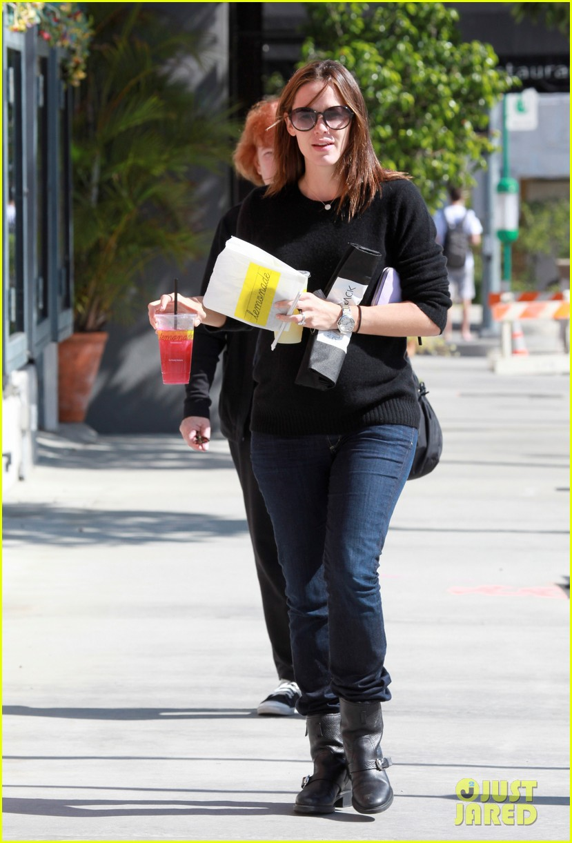 jennifer garner lemonade brentwood 13