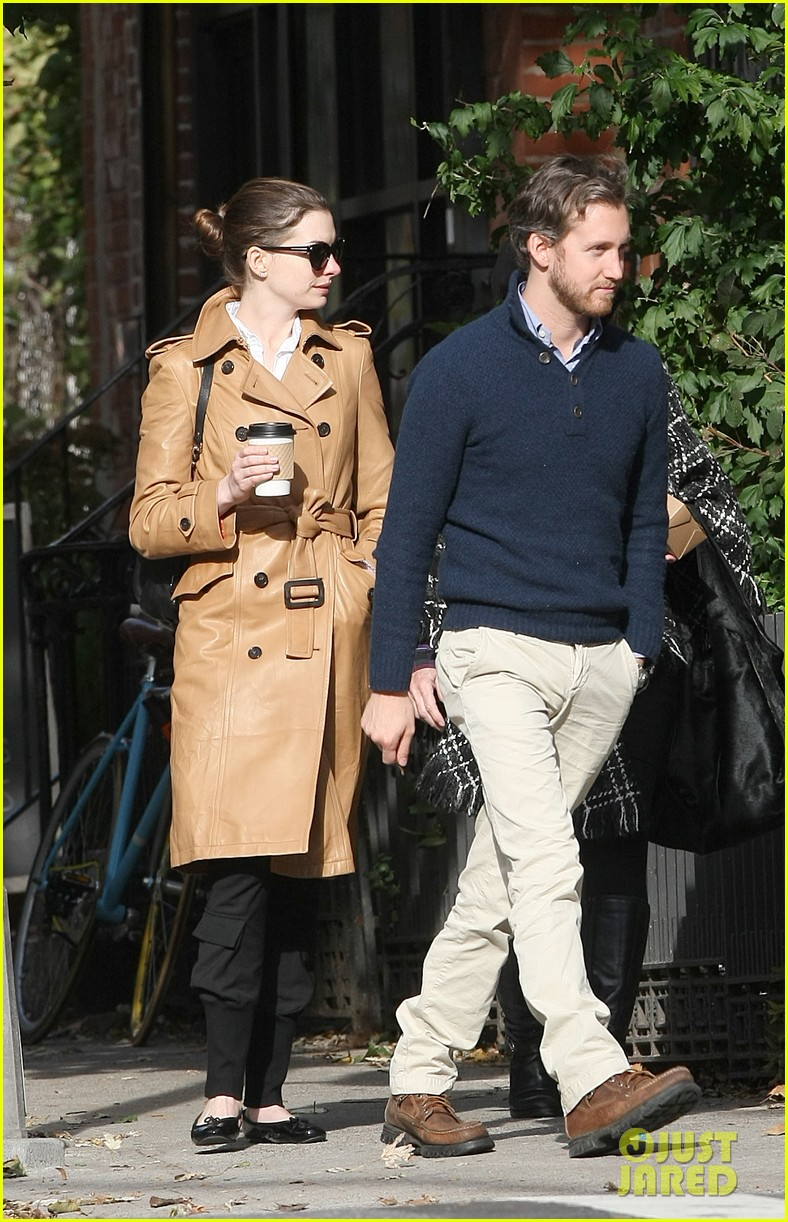 anne hathaway brooklyn date with adam shulman mom 012595007
