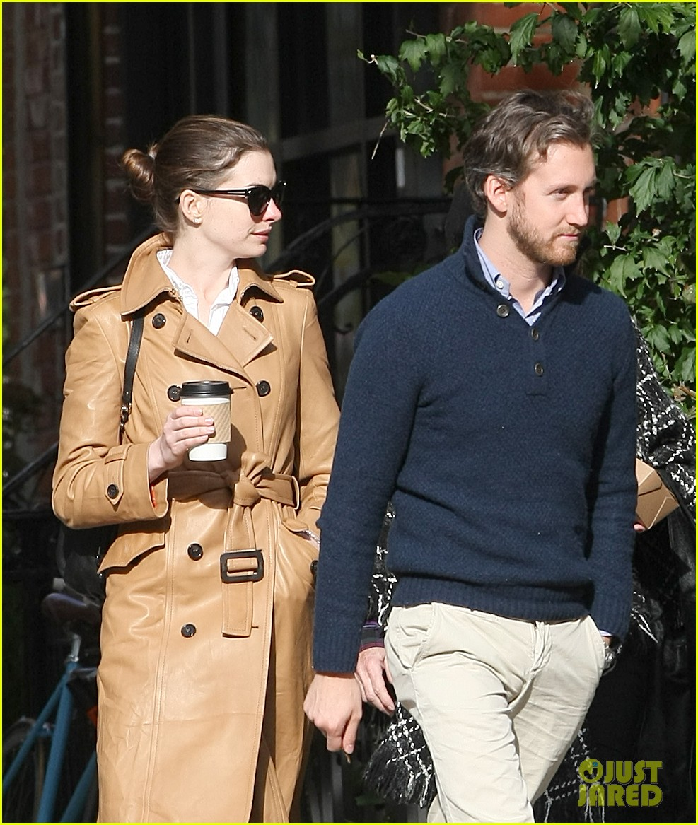 anne hathaway brooklyn date with adam shulman mom 06