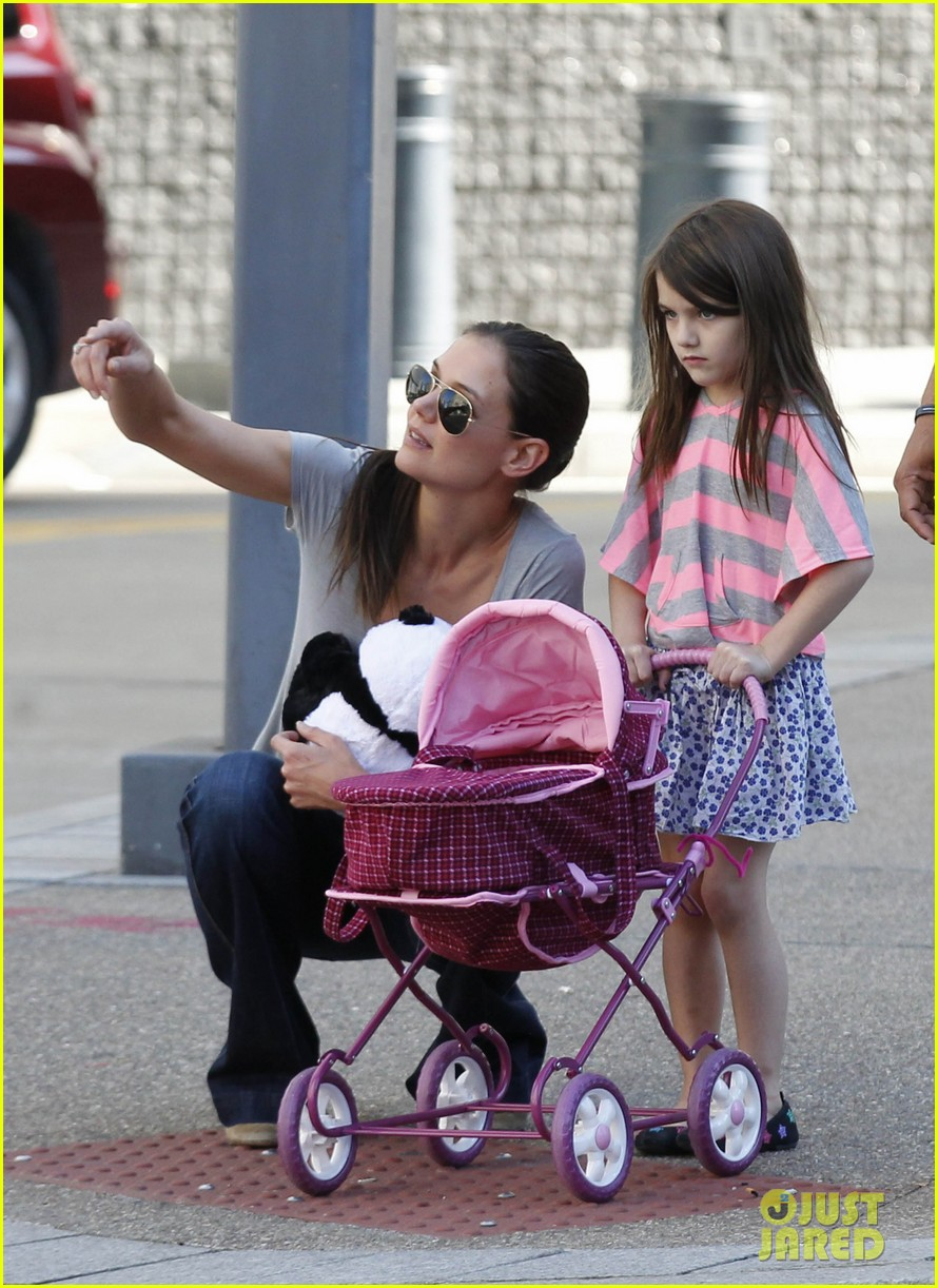 katie holmes tom cruise starbucks stop with suri 05