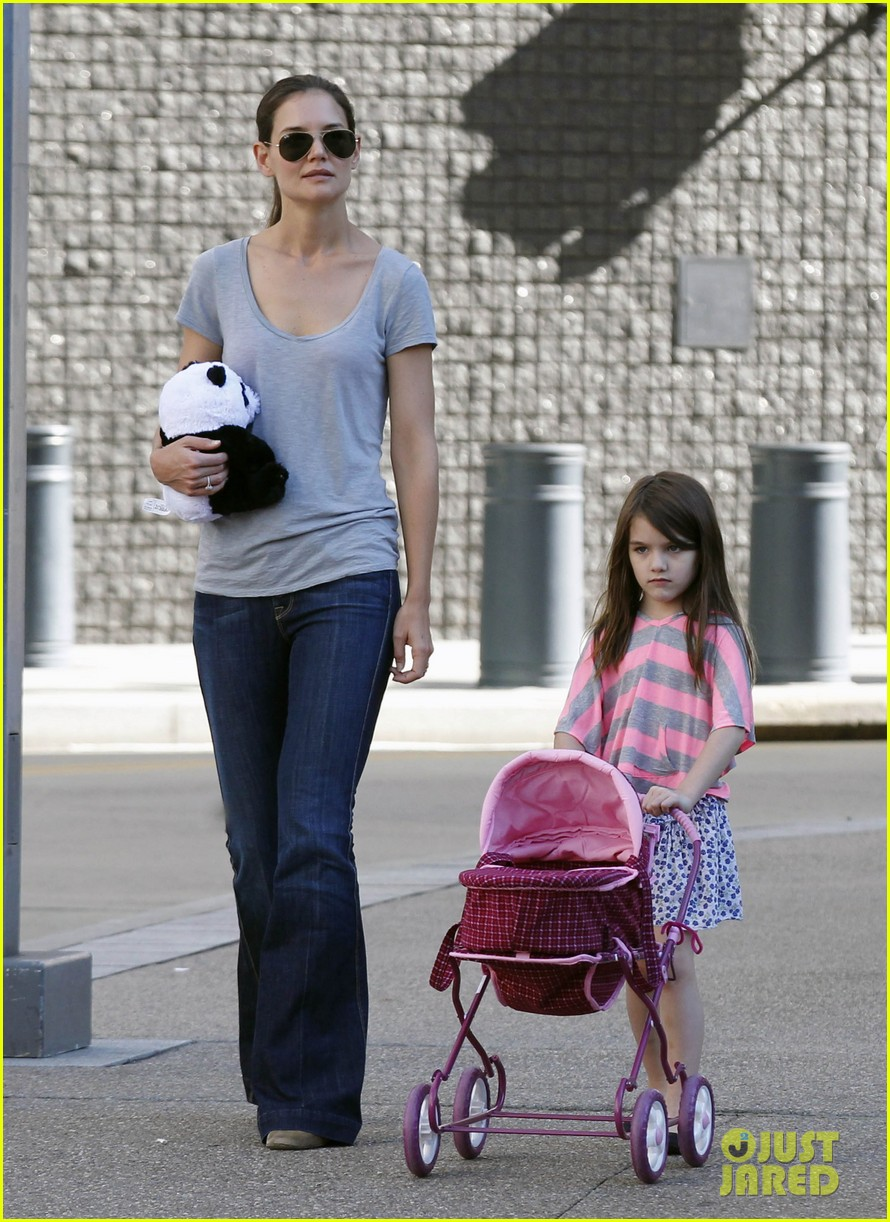 katie holmes tom cruise starbucks stop with suri 07
