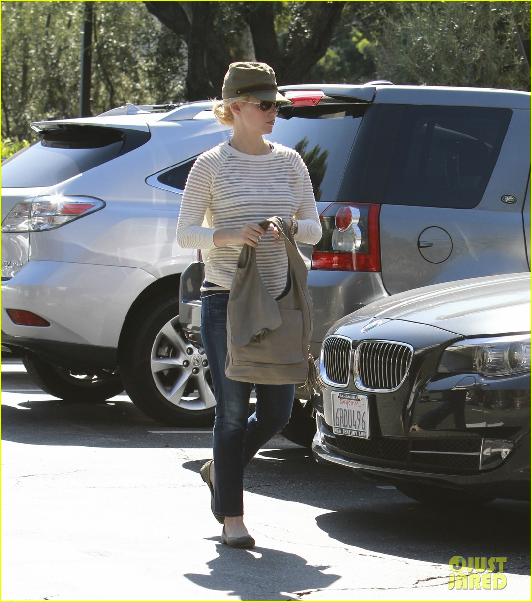 january jones picks up food 092590850