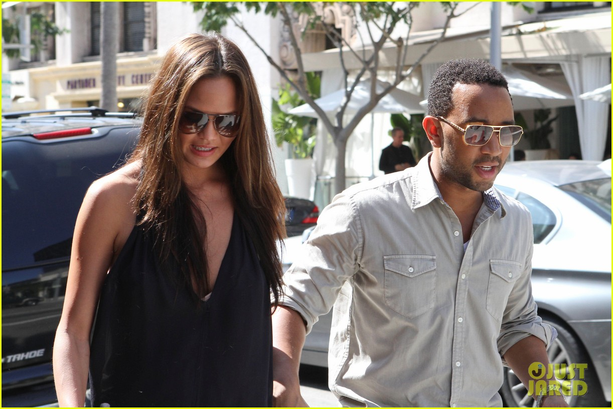 john legend chrissy teigen villa blanca lunch 17