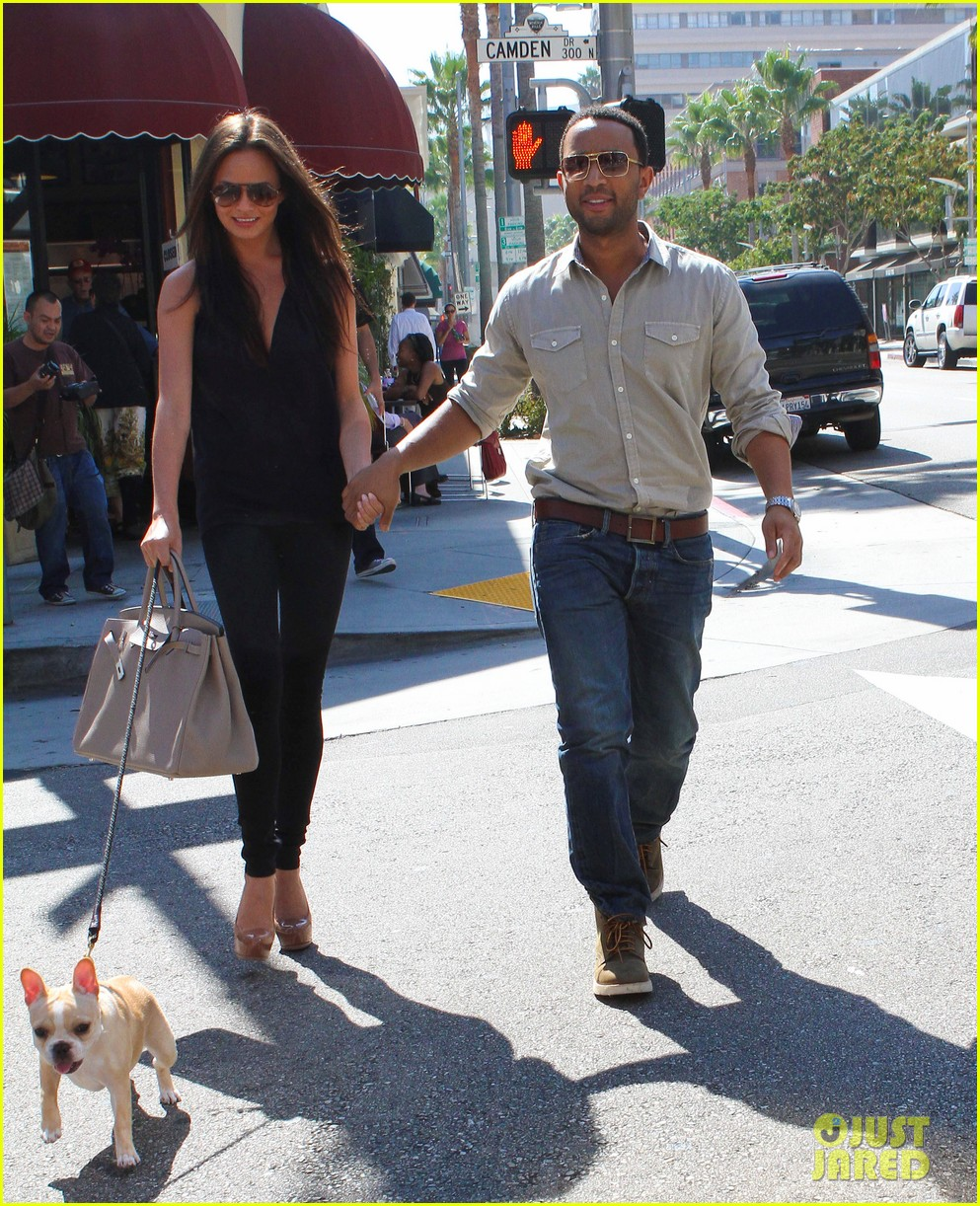john legend chrissy teigen villa blanca lunch 18