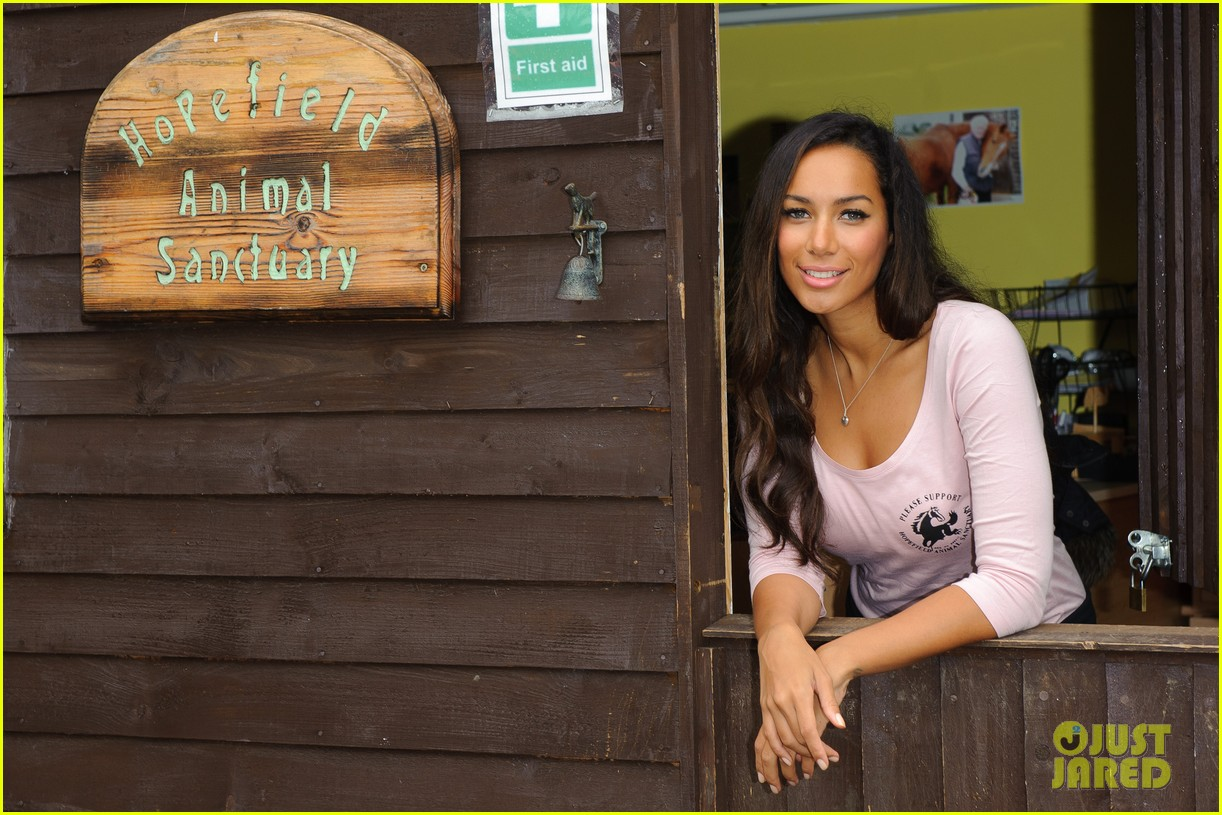 leona lewis hopefield animal sanctuary 02