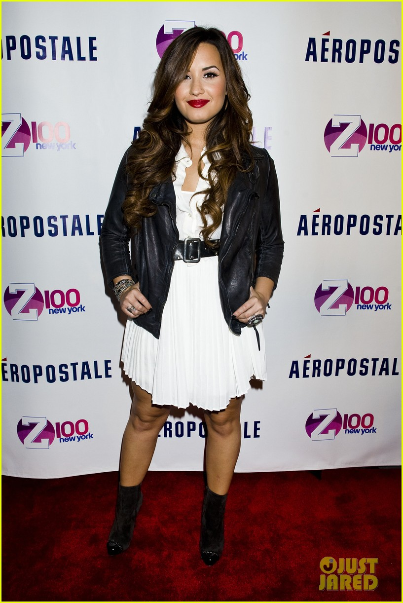 demi lovato jingle ball announcement 09