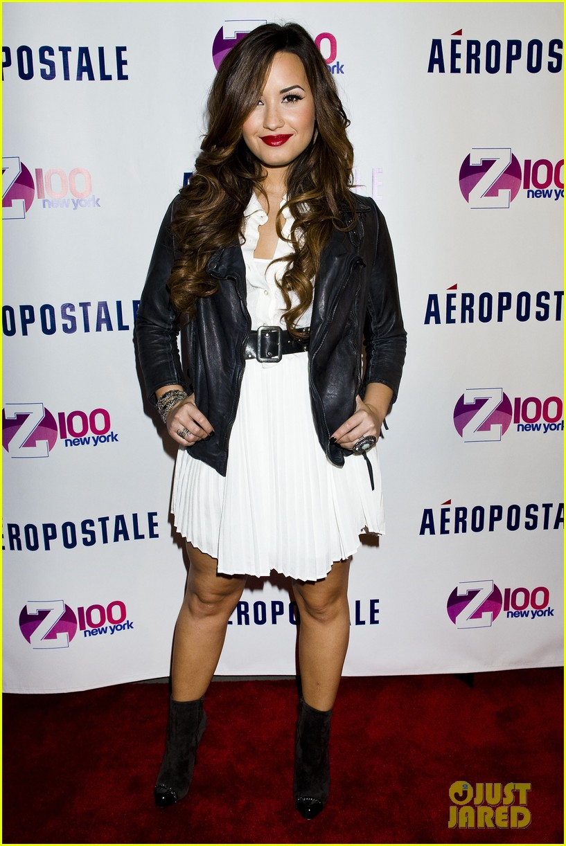 demi lovato jingle ball announcement 11