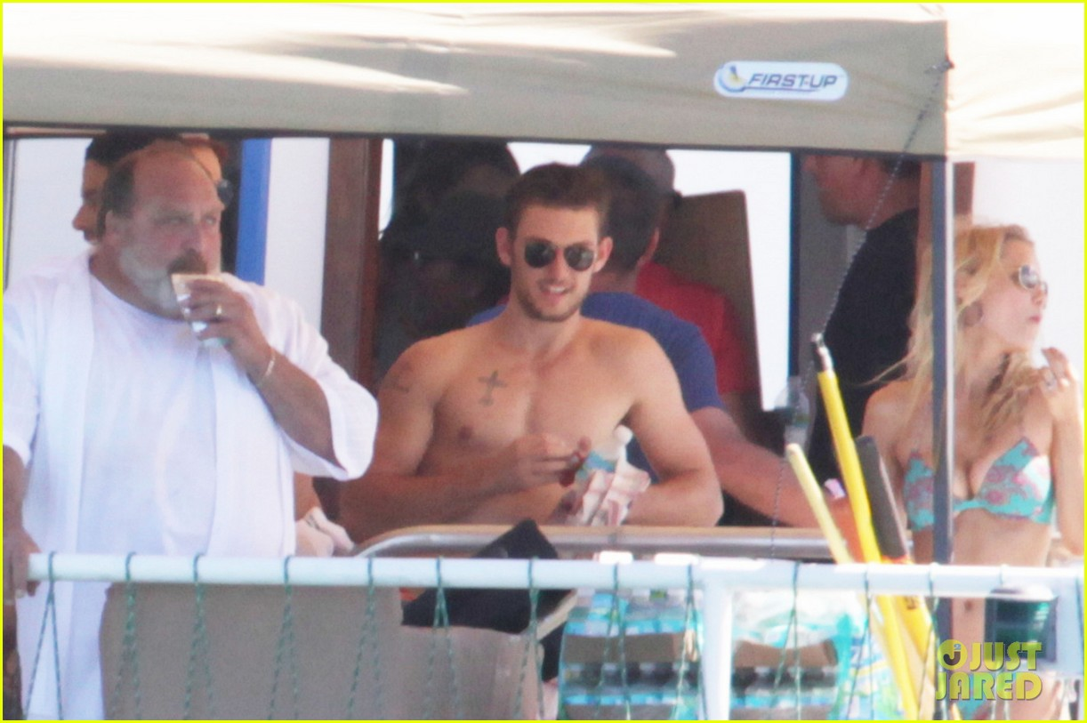 magic mike cast shirtless tampa 02