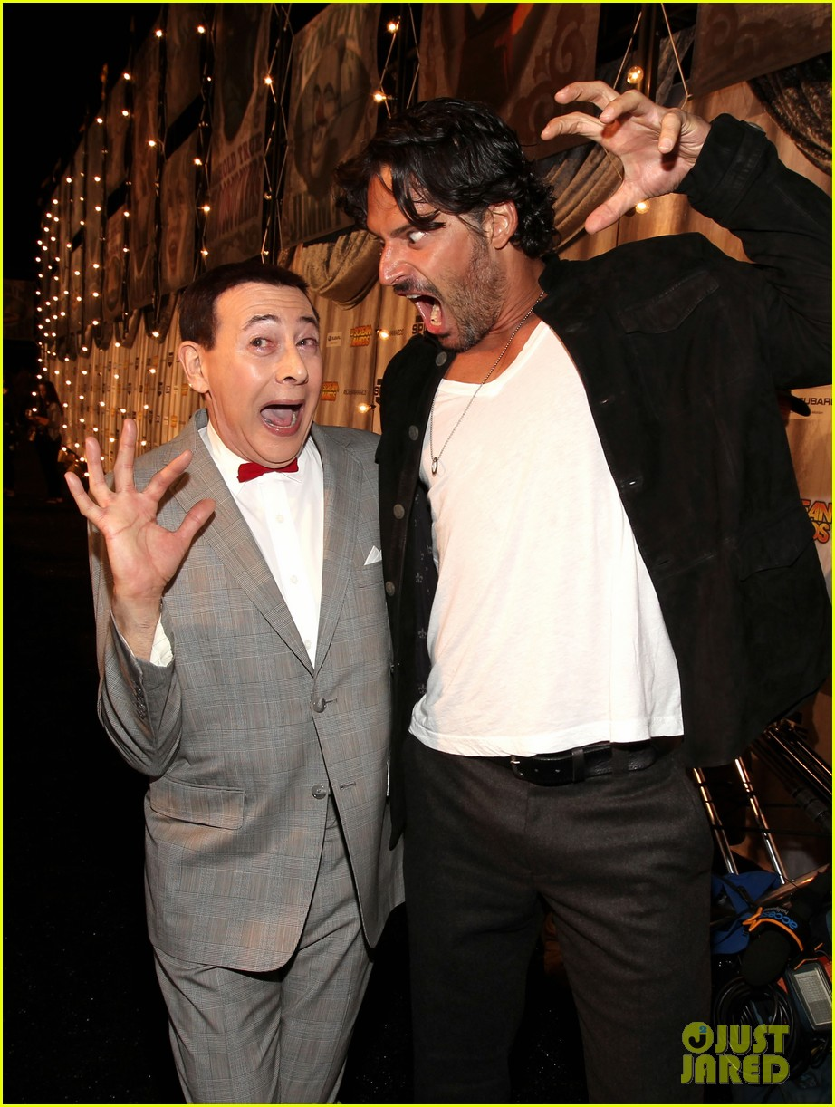 joe manganiello scream awards with pee wee herman 02