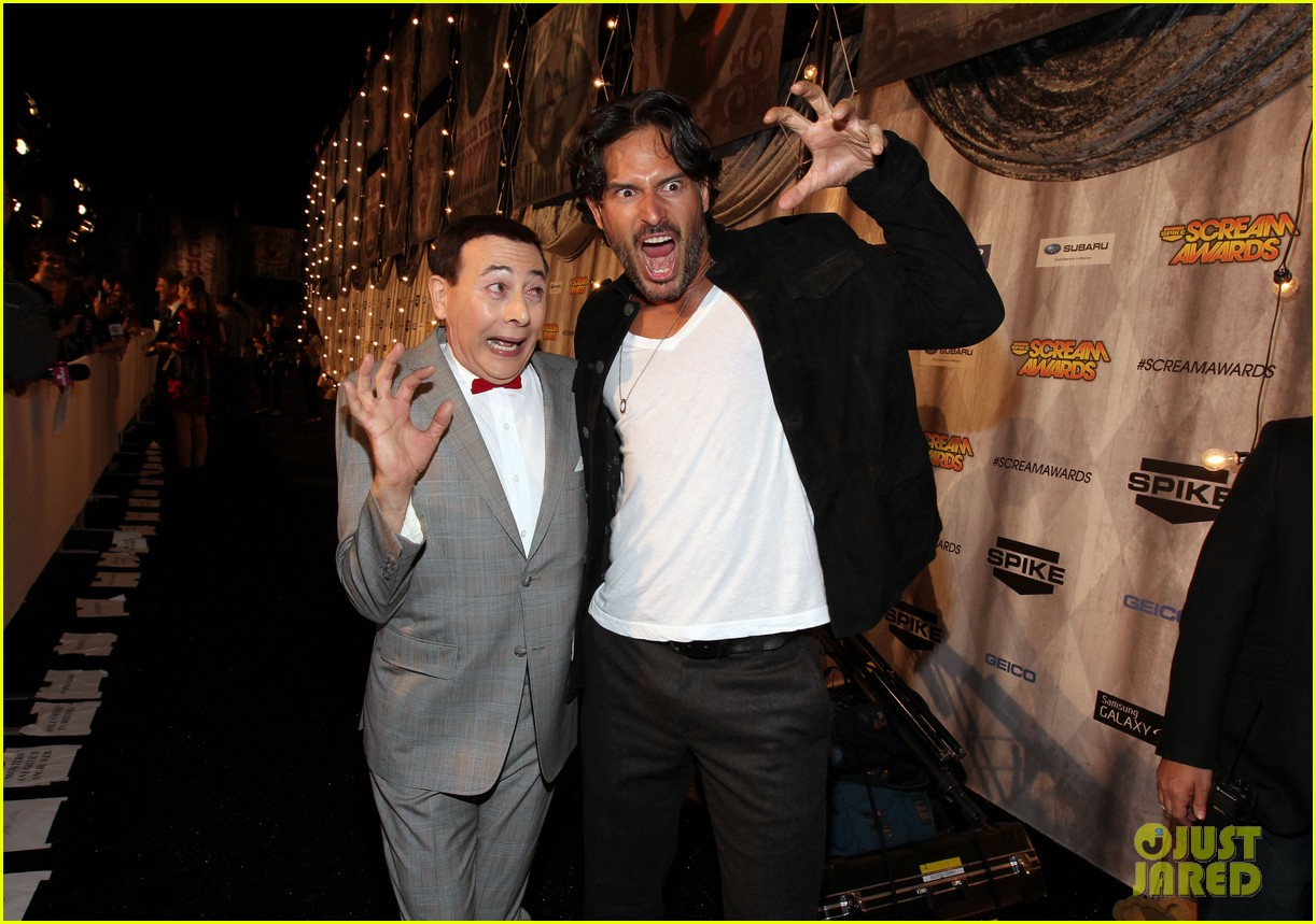 joe manganiello scream awards with pee wee herman 11