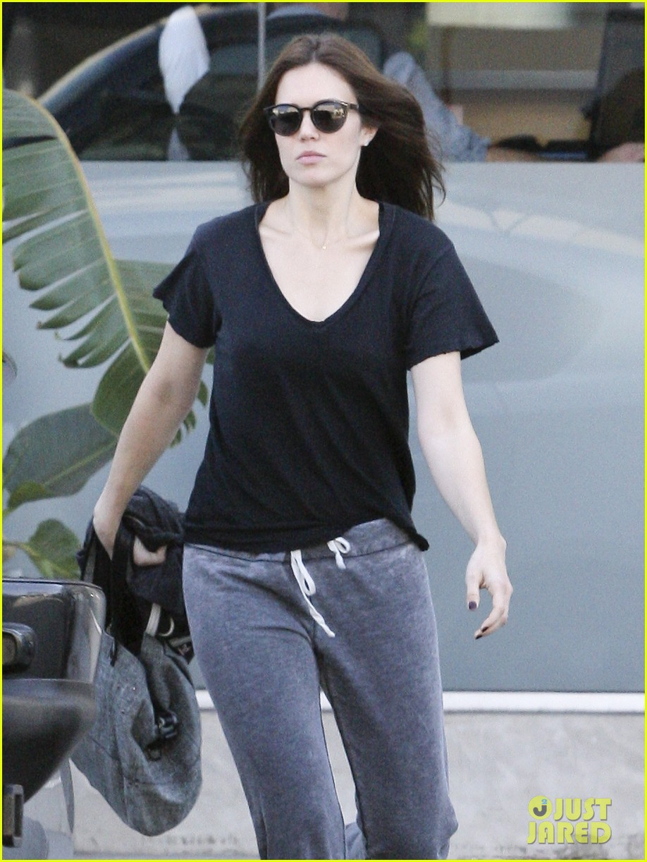 mandy moore salon sweatpants 01