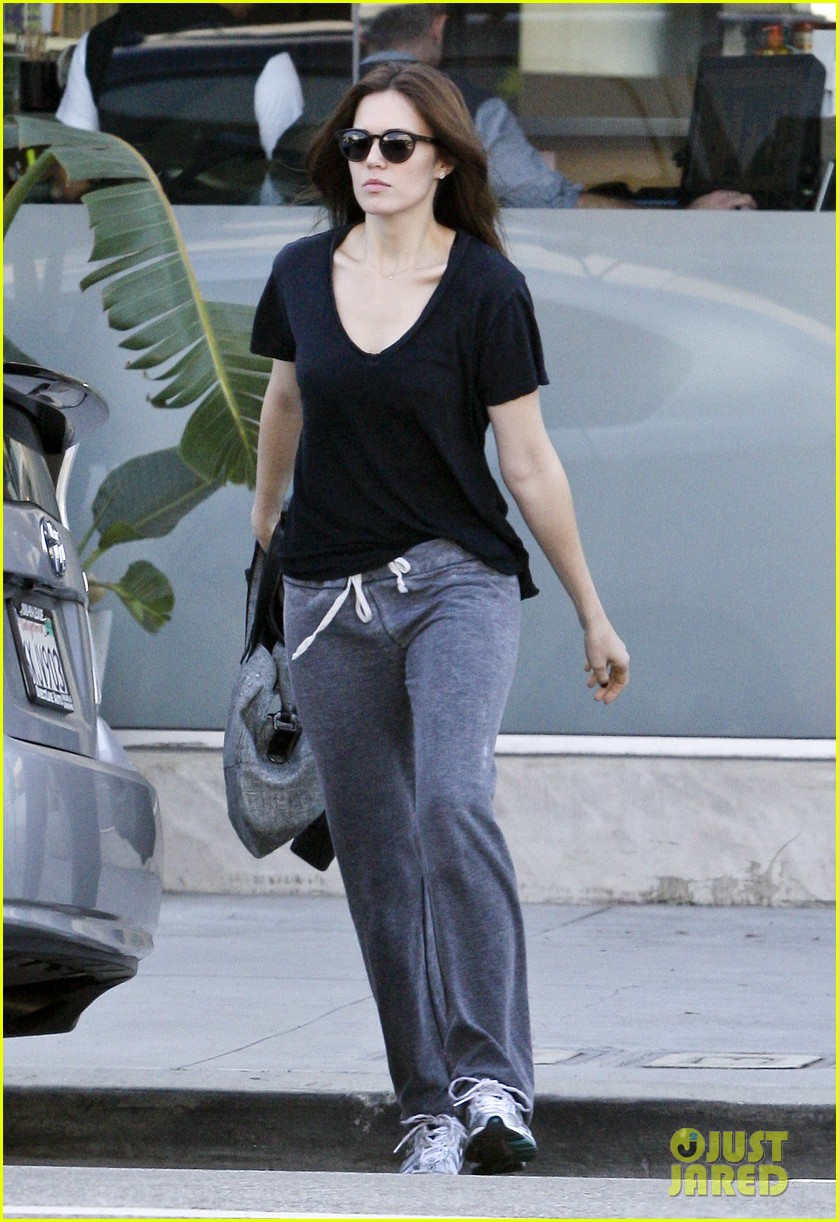 mandy moore salon sweatpants 03
