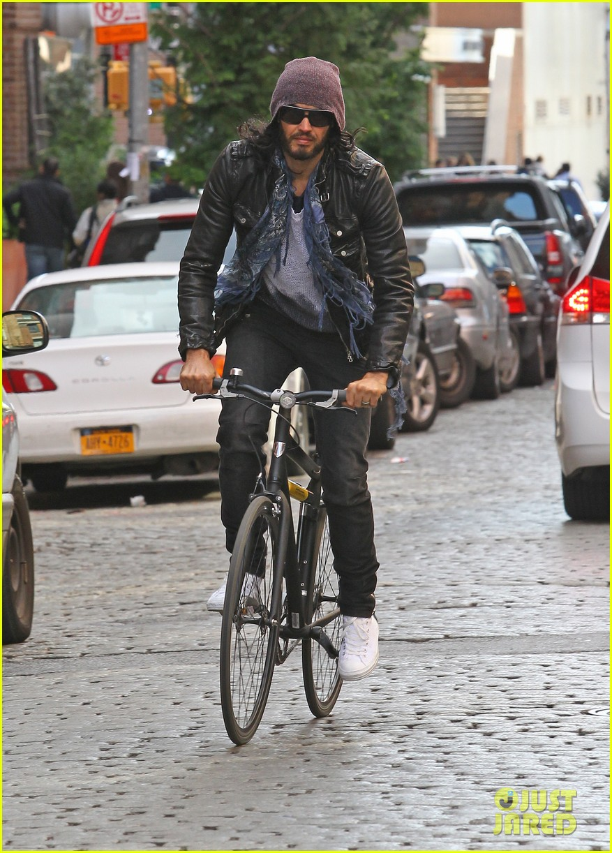 katy perry russell brand biking in nyc 06