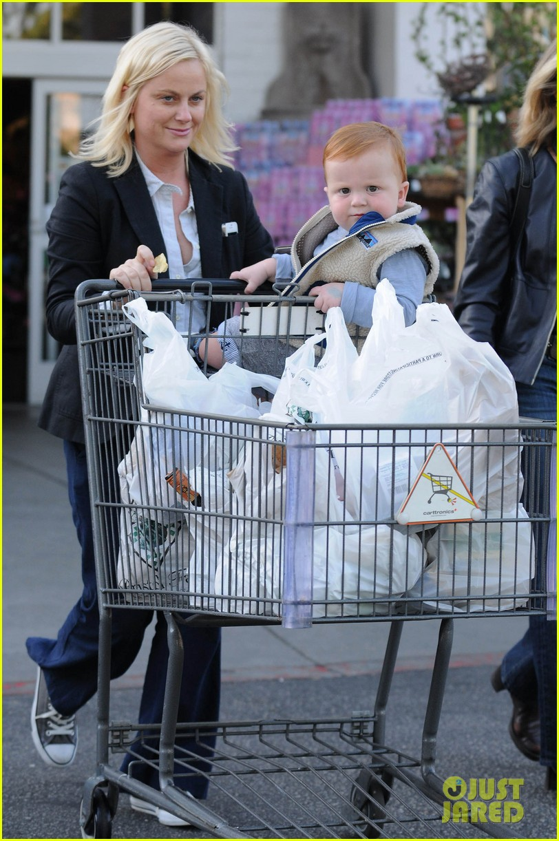 amy poehler abel grocery shopping 01