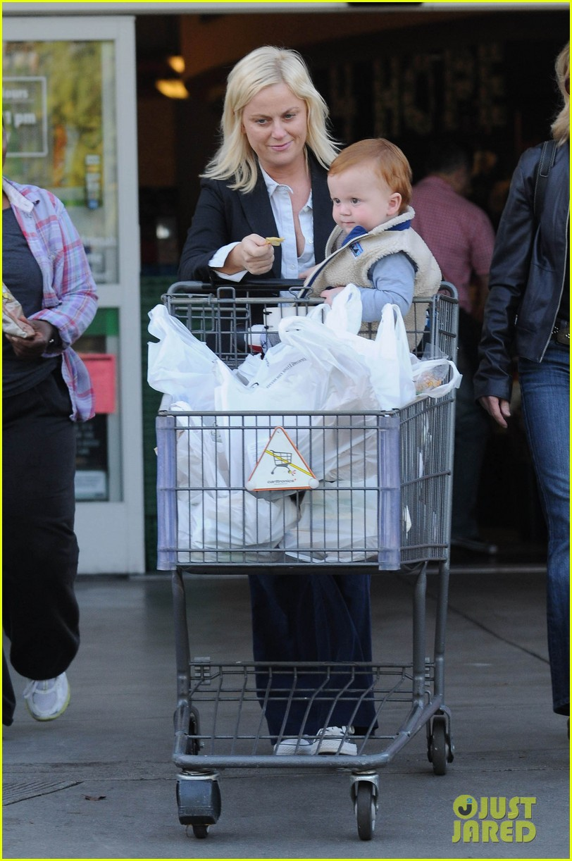amy poehler abel grocery shopping 04